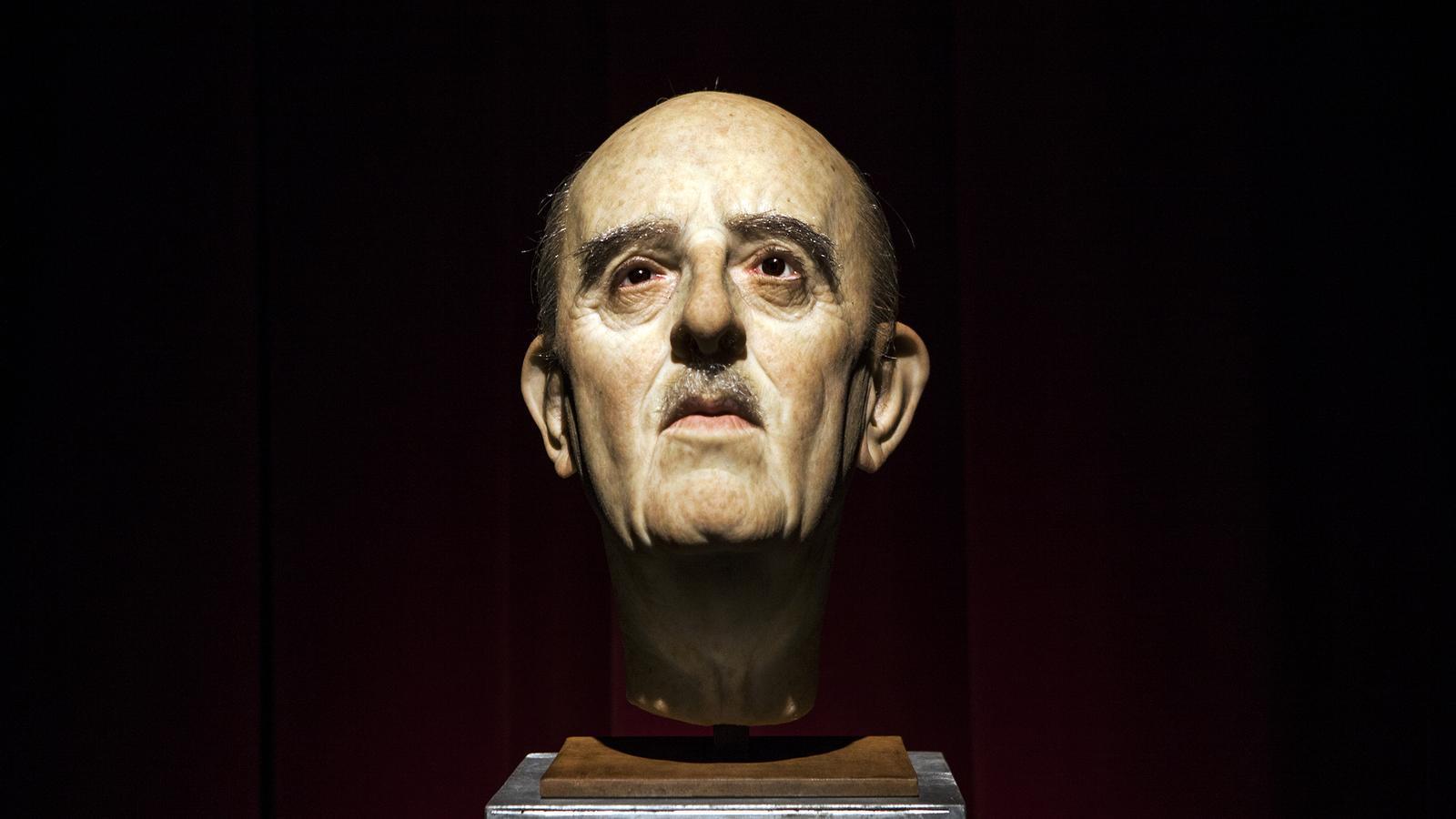 El cap de Franco de l'exposició del Born, obra d'Eugenio Merino