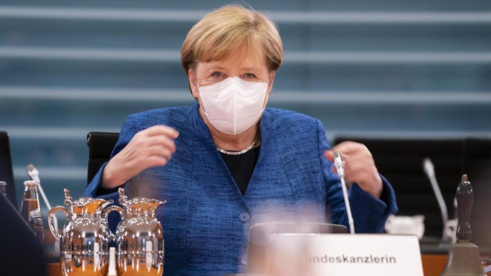 """Merkel avisa que venen mesos """"molt i molt complicats"""" pel covid-19"""