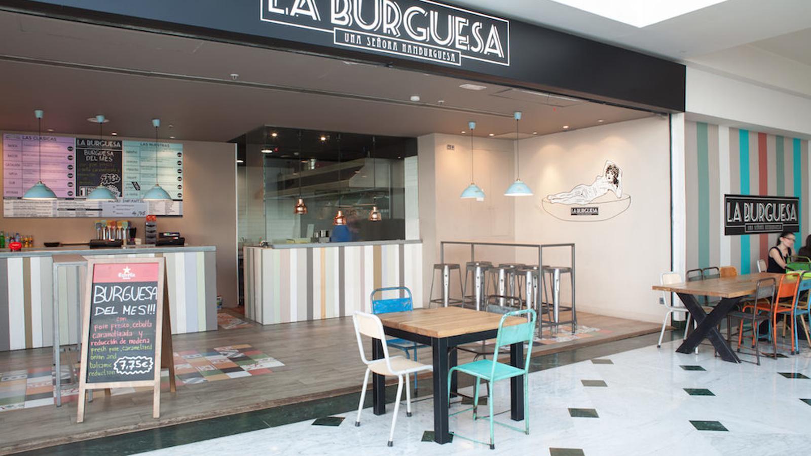 La campanya denunciada, a la paret de la dreta, en una fotografia de la pàgina web del restaurant