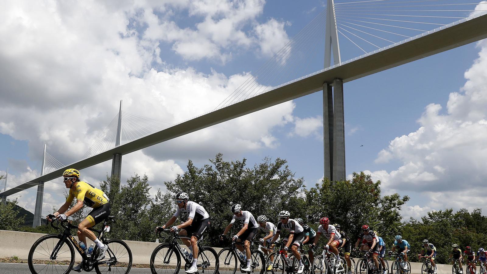 L'equip Sky durant la quinzena etapa del Tour de França