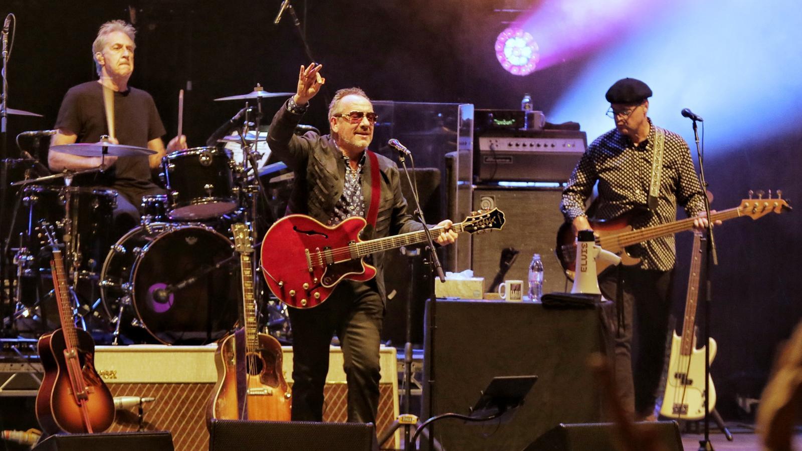 Elvis Costello repassa tota la seva trajectòria als Jardins de Pedralbes