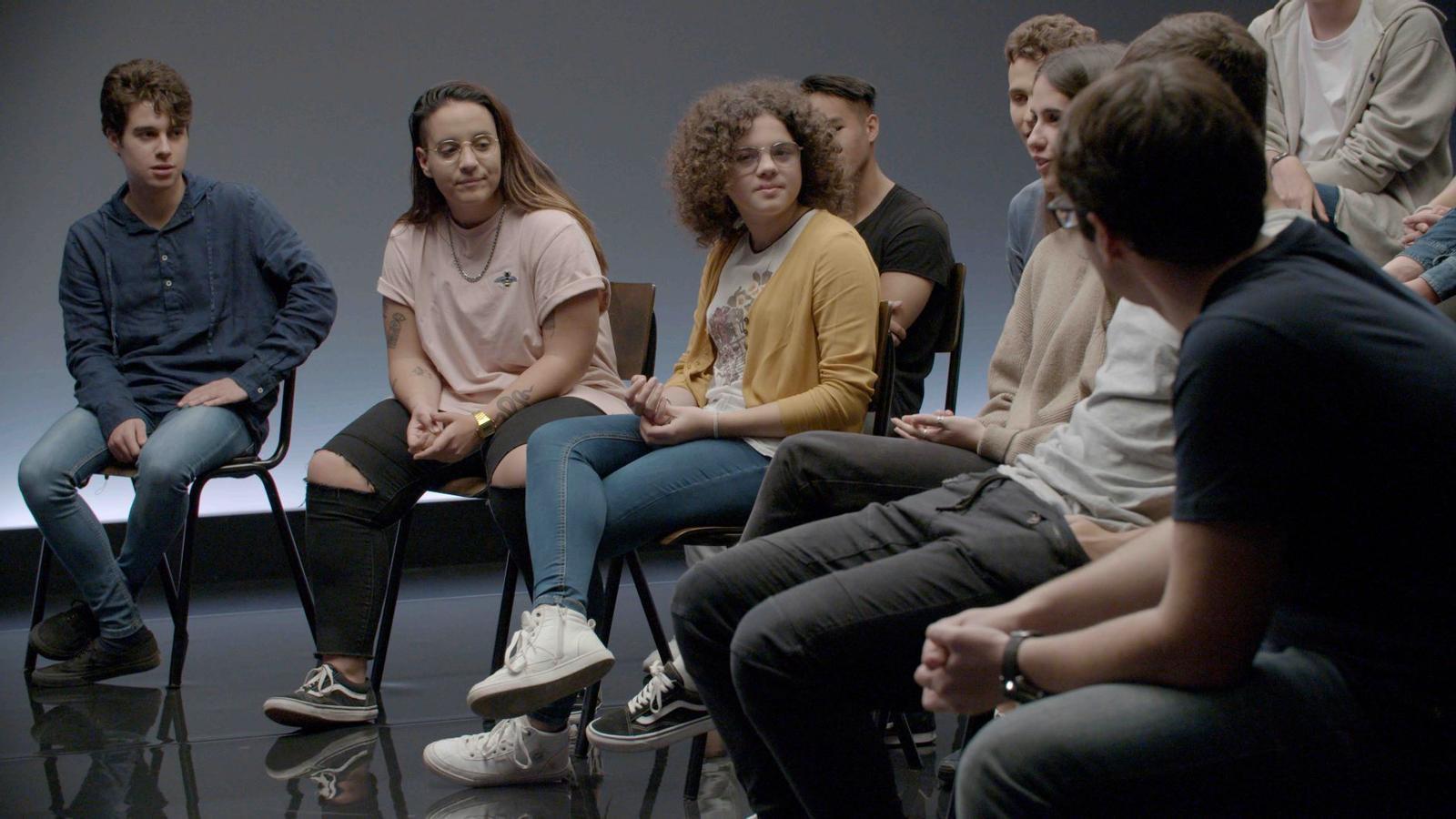 Un grup de joves participa al programa 'A mi yo adolescente'