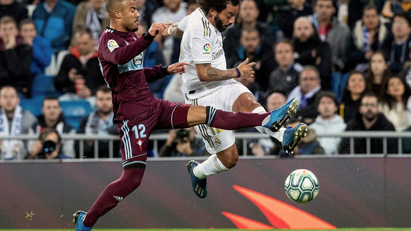 Marcelo intentant controlar una pilota contra el Celta.