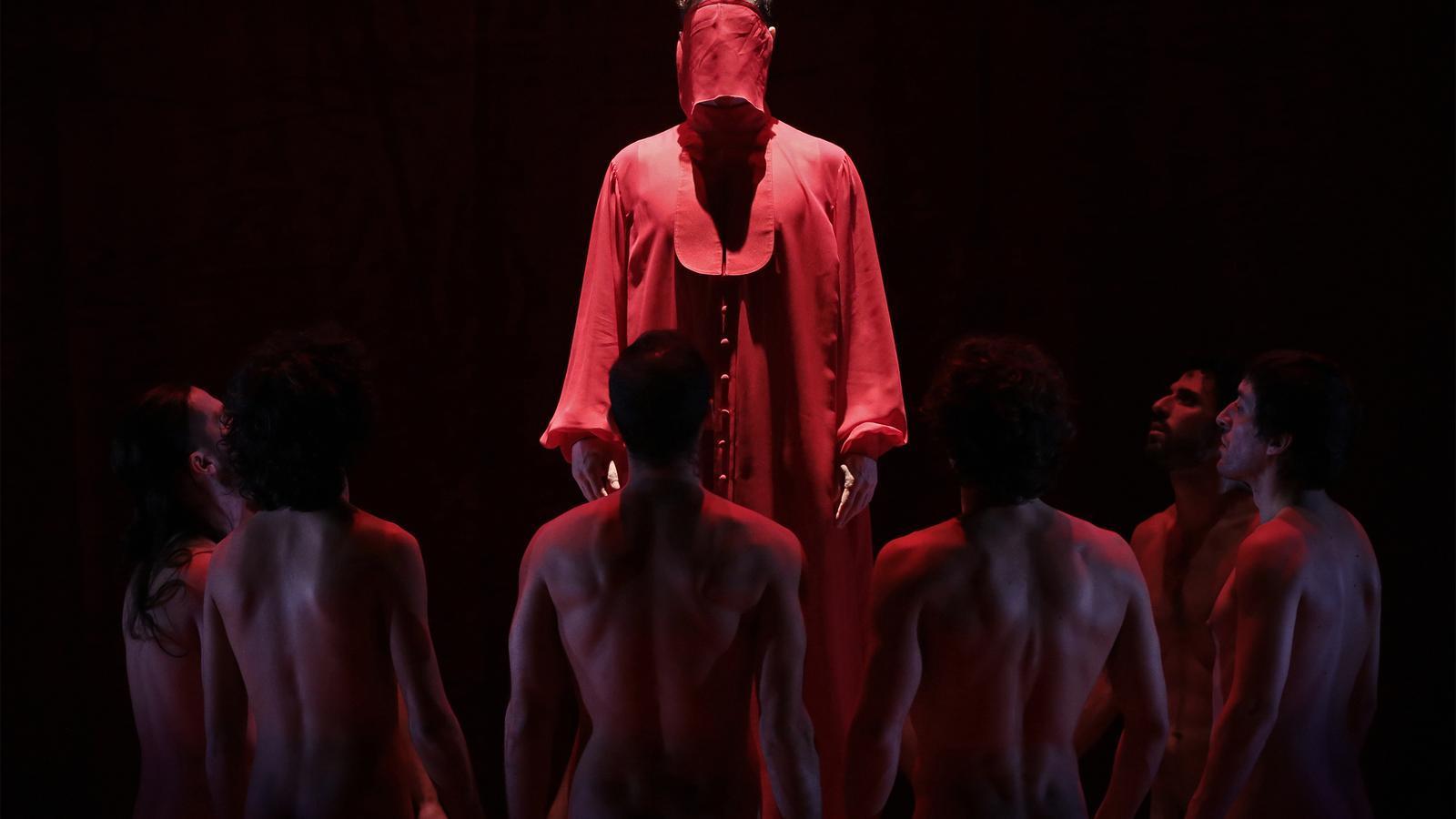 Una imatge de l'obra 'The scarlet letter' d'Angélica Lidell.
