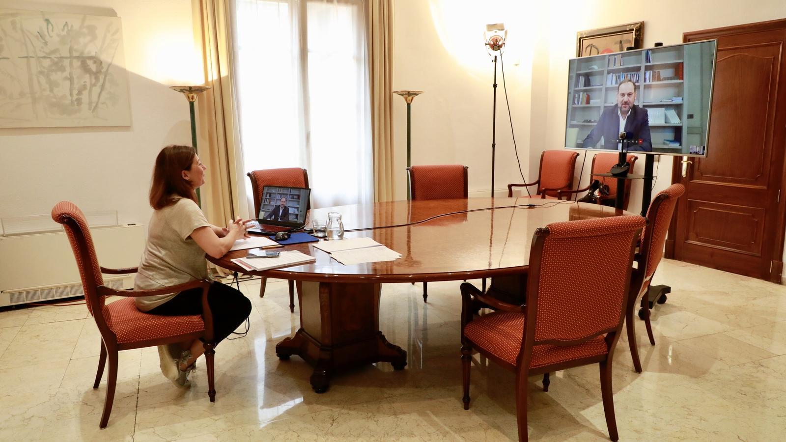 Imatge de la reunió entre la presidenta del Govern, Francina Armengol, i el ministre de Transports, Mobilitat i Agenda Urbana, José Luis Ábalos.