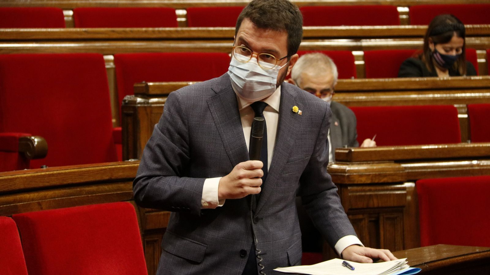 El vicepresident del Govern amb funcions de president, Pere Aragonès, durant la sessió de control al Parlament. Imatge del 2 de desembre del 2020