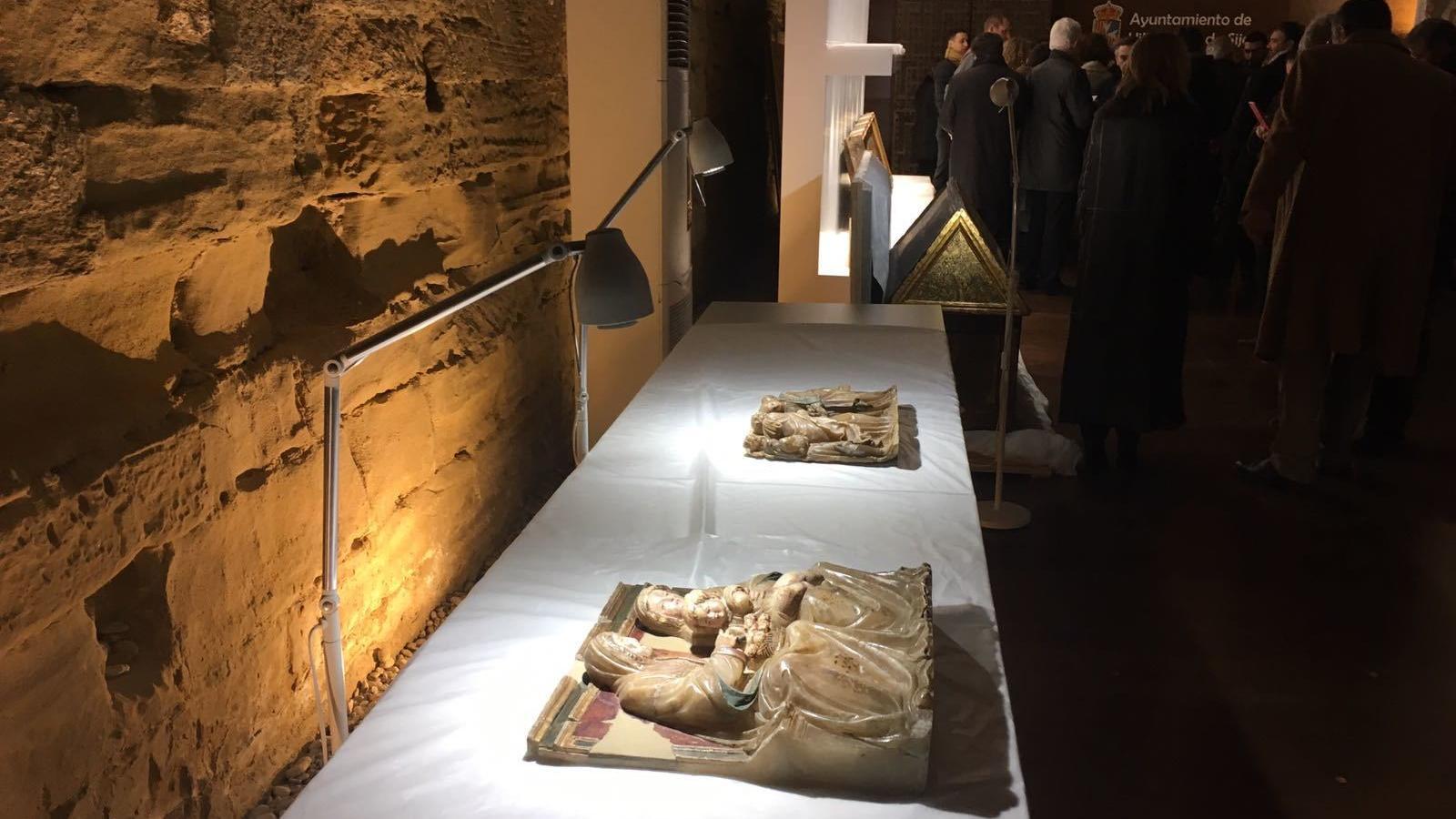 Dos fragments del retaule d'alabastre de Gabriel Joly al monestir de Sixena