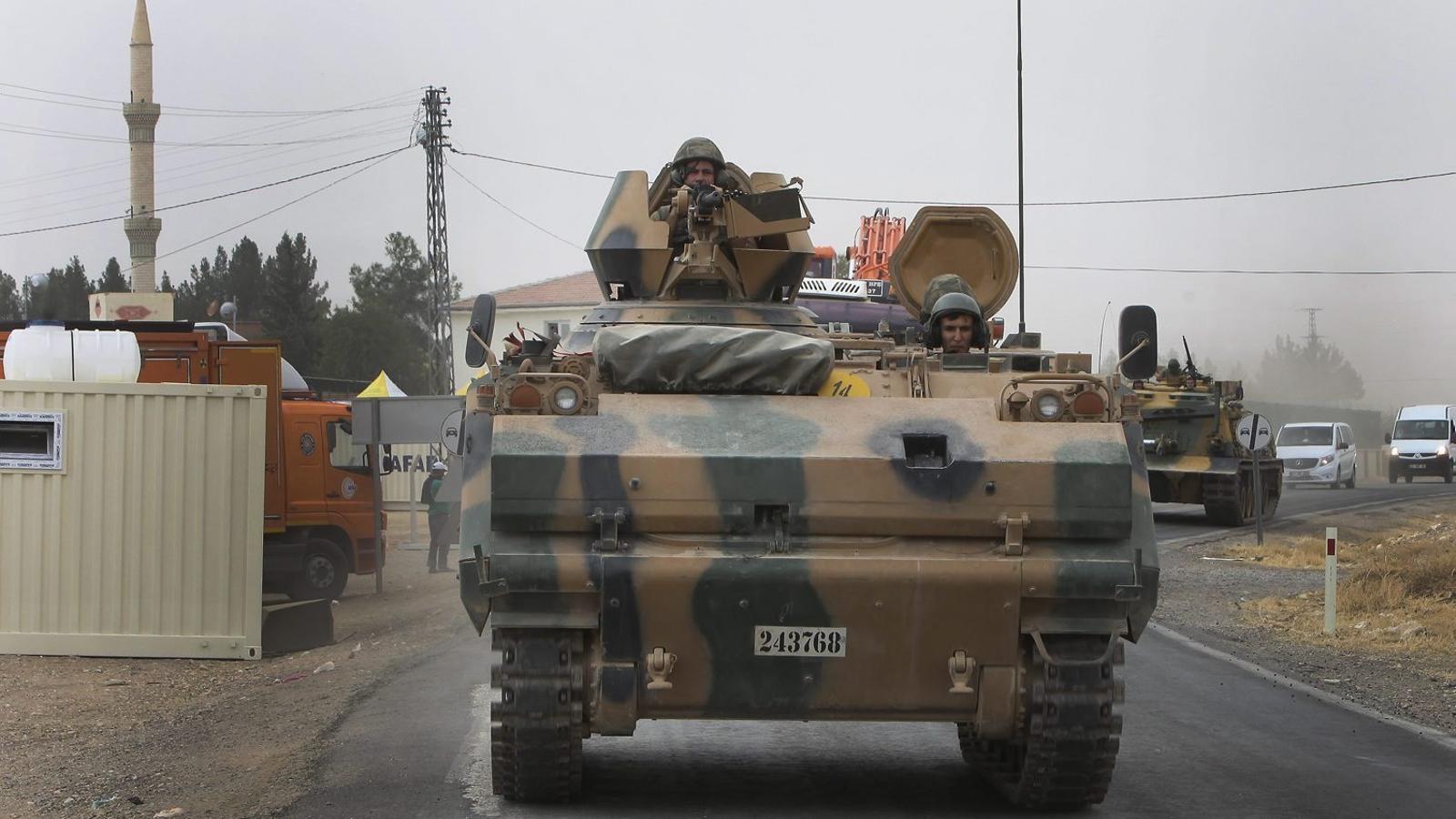 Turquia va enviar ahir més tancs i excavadores dins de territori sirià.