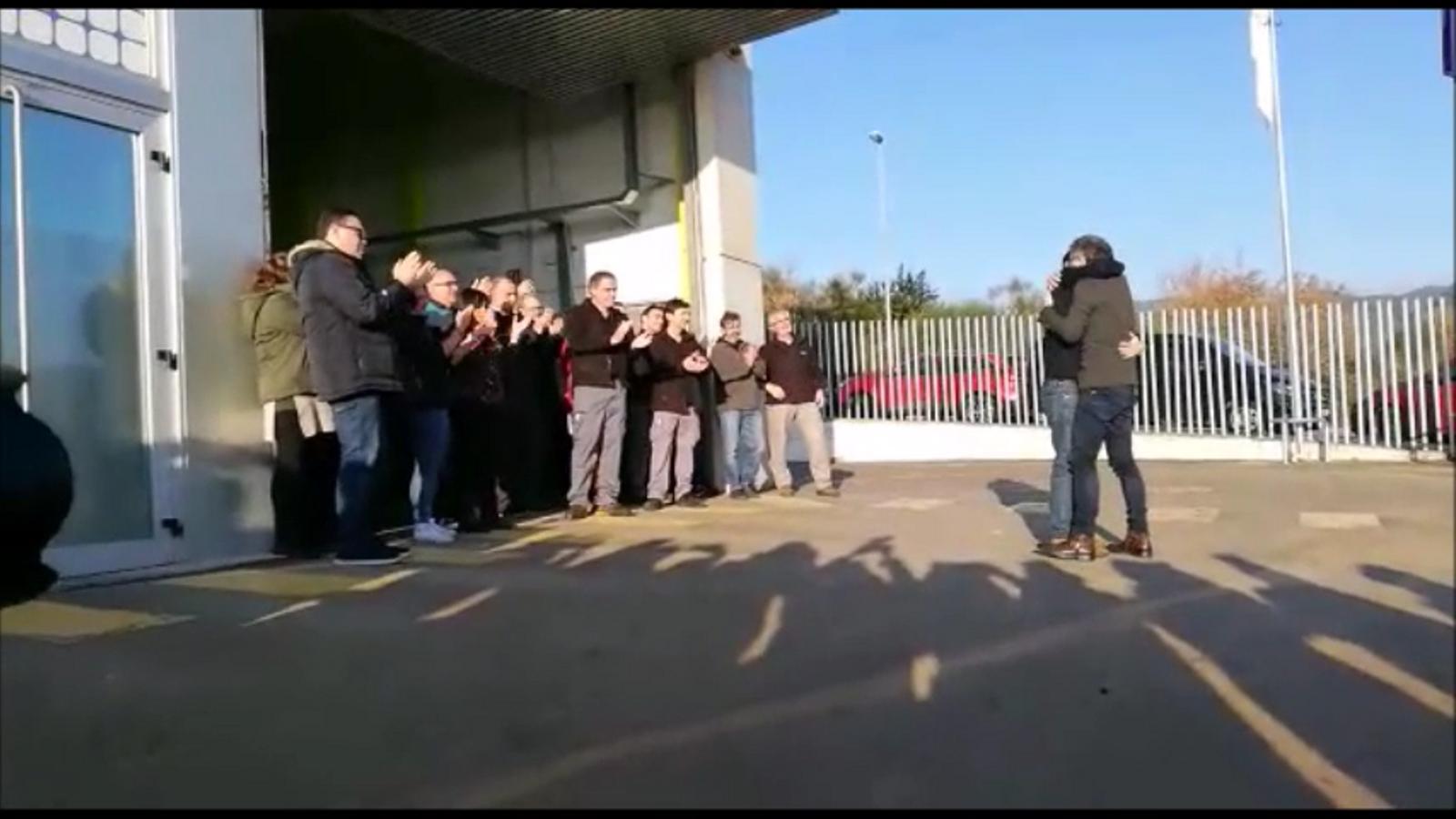 Cuixart s'adreça als seus treballadors en sortir de la presó