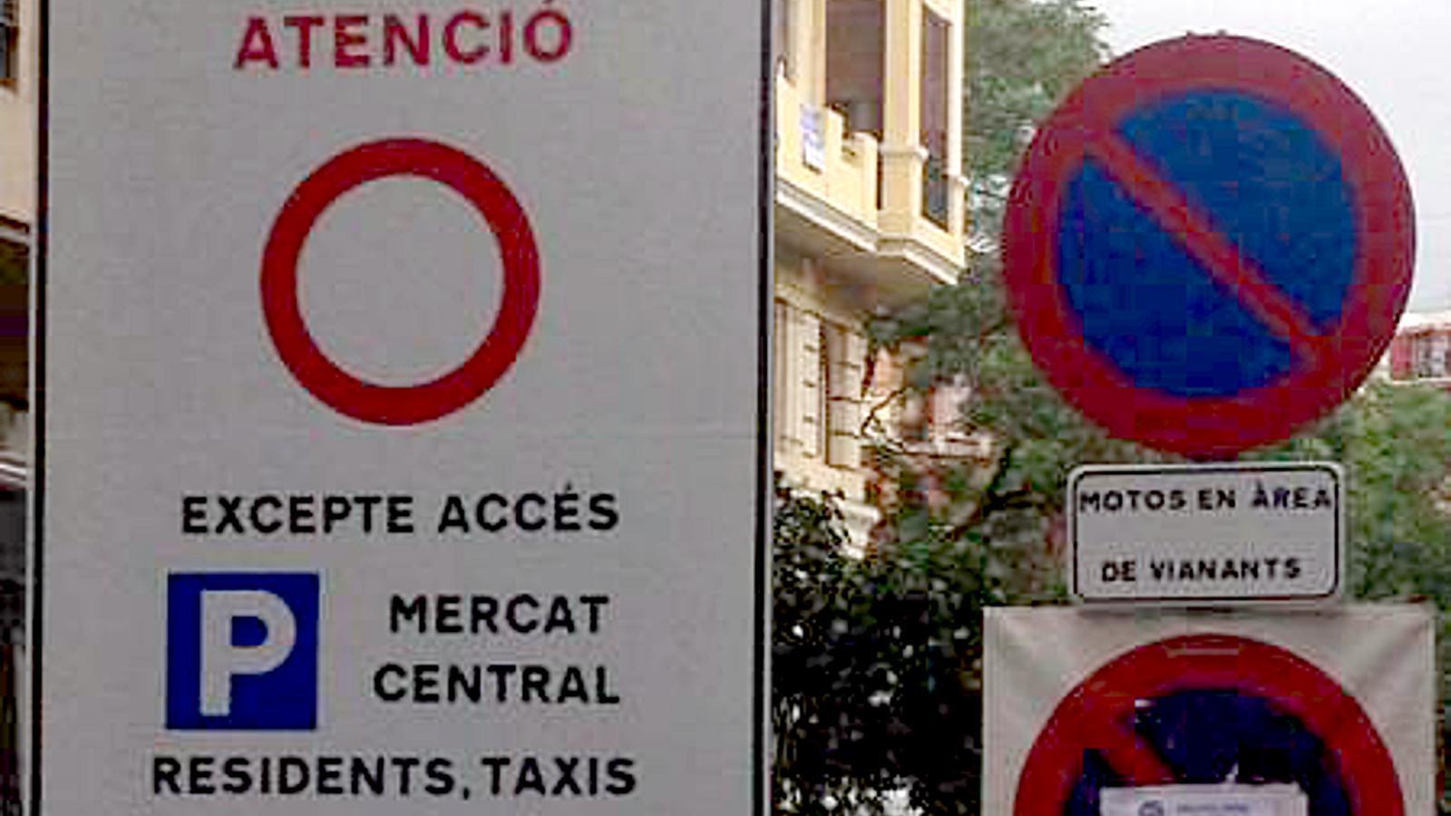 València retolarà els senyals de trànsit també en castellà per evitar un contenciós amb el govern espanyol