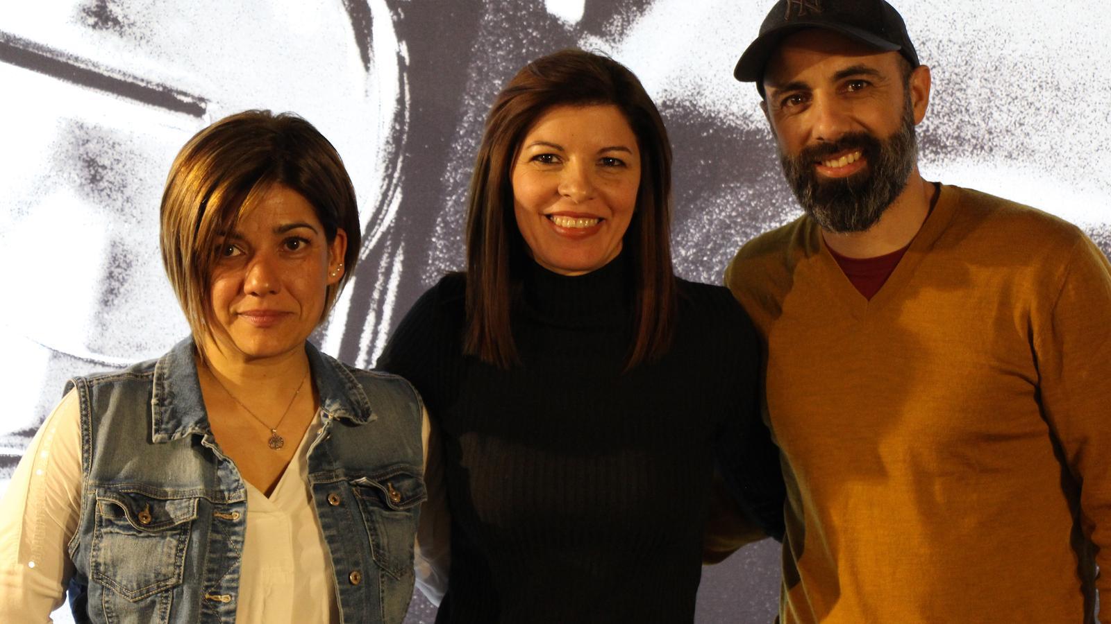 Helena Navarro, organitzadora del 'Rock da House Andorra', la directora Irene Pallarés i Abraham Amores, cap de producció. / M. R. F.