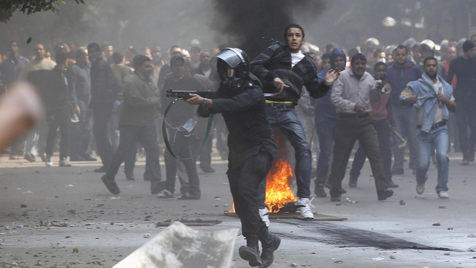 La policia egípcia reprimeix els manifestants a la plaça Tahrir