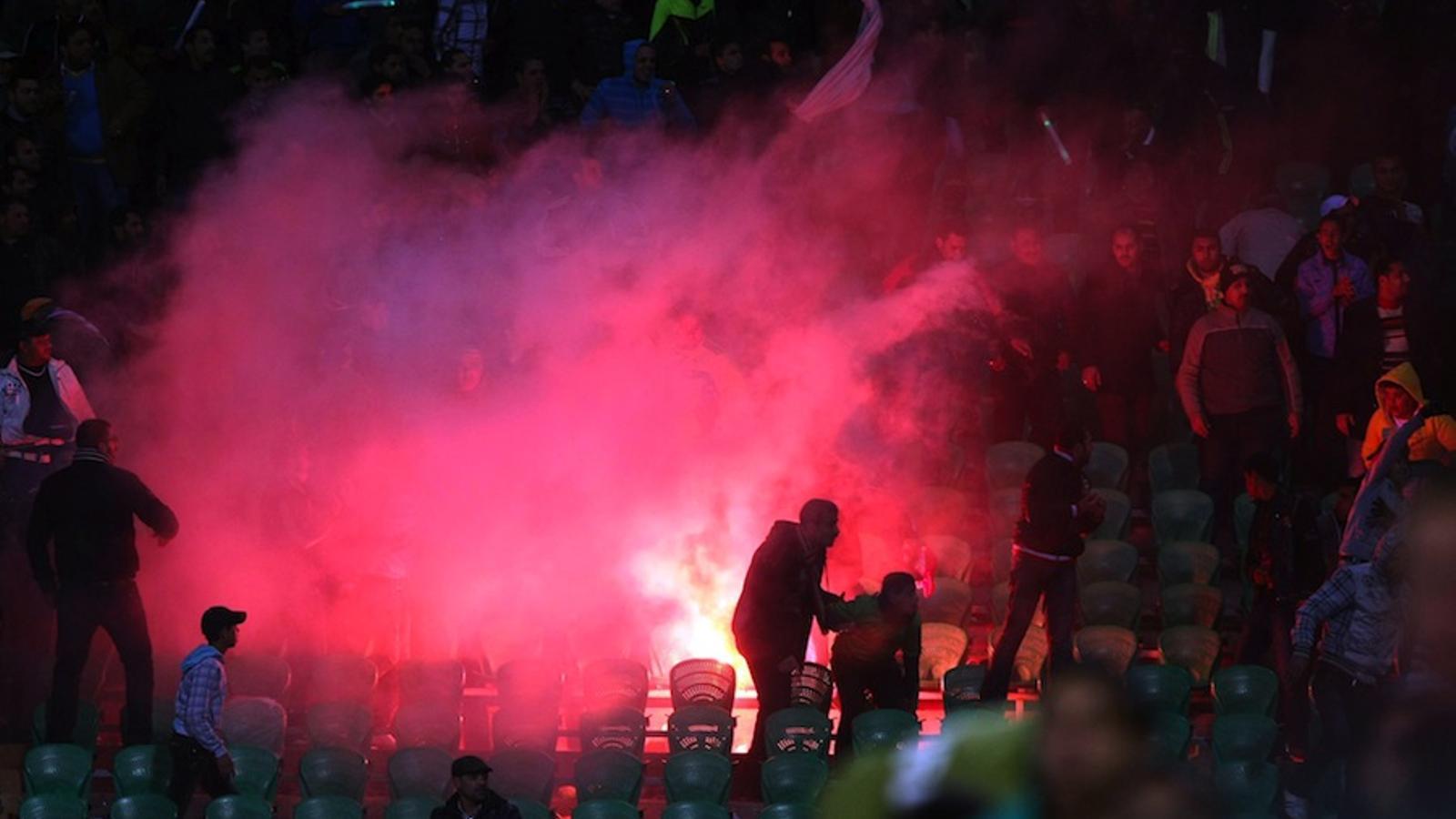 Durs enfrontaments en un estadi egipci