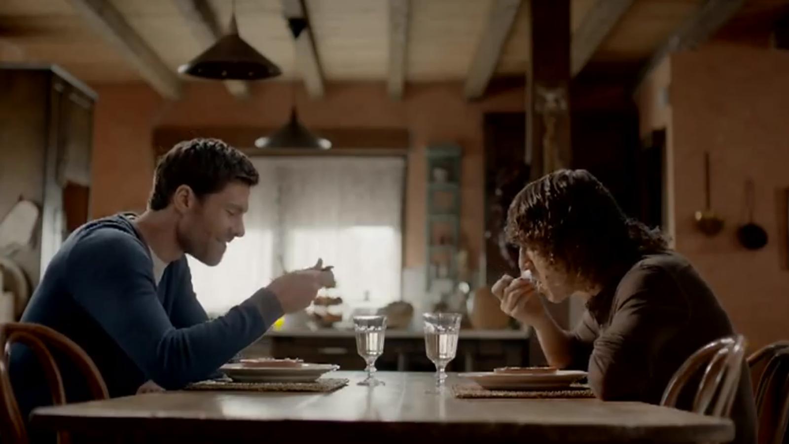 Puyol i Xabi Alonso comparteixen un dinar per un anunci