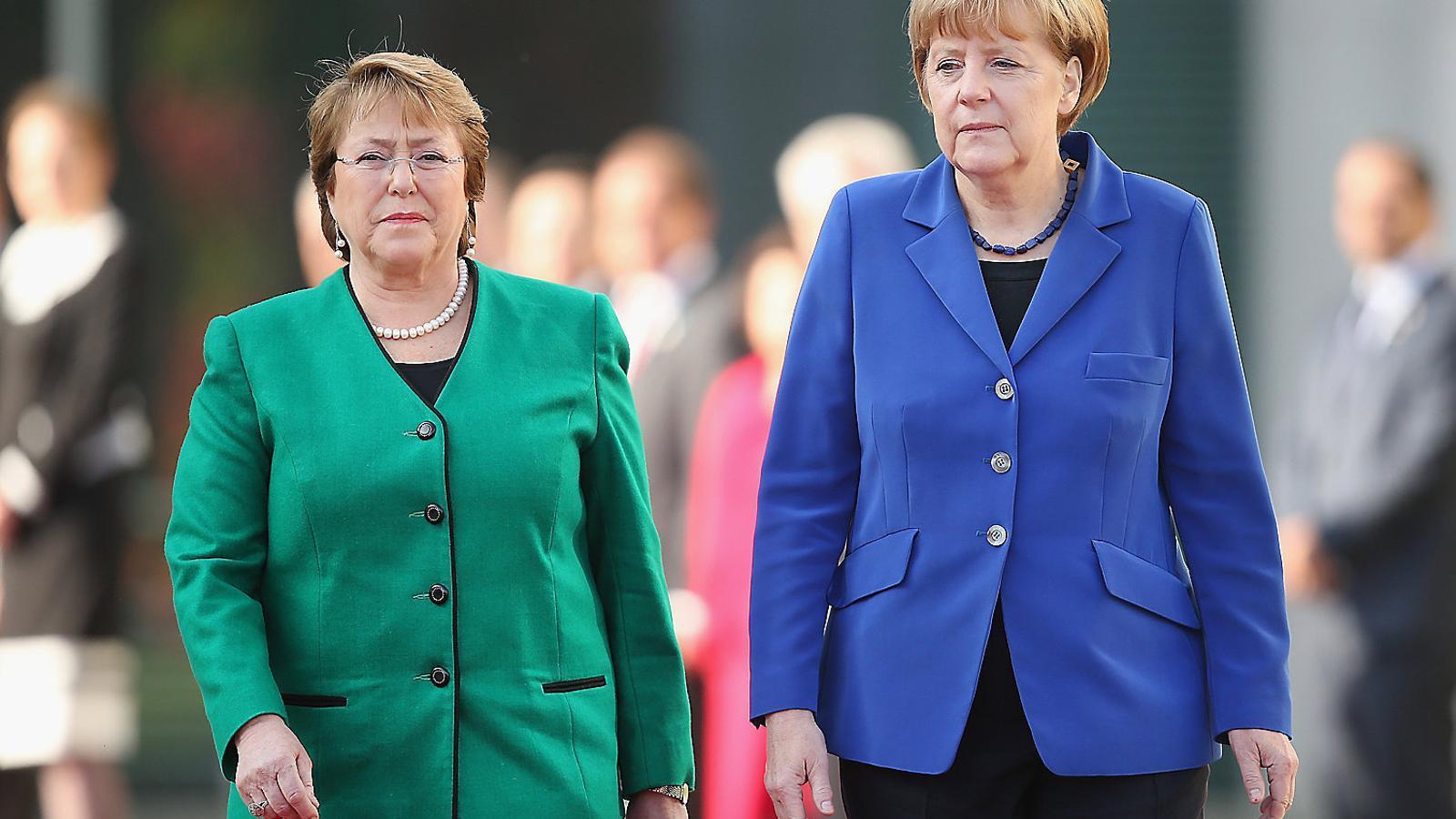 La socialista Michelle Bachelet es va comprometre a reformar la Constitució, cosa que no ha fet.  La carta magna manté  una herència pinochetista.