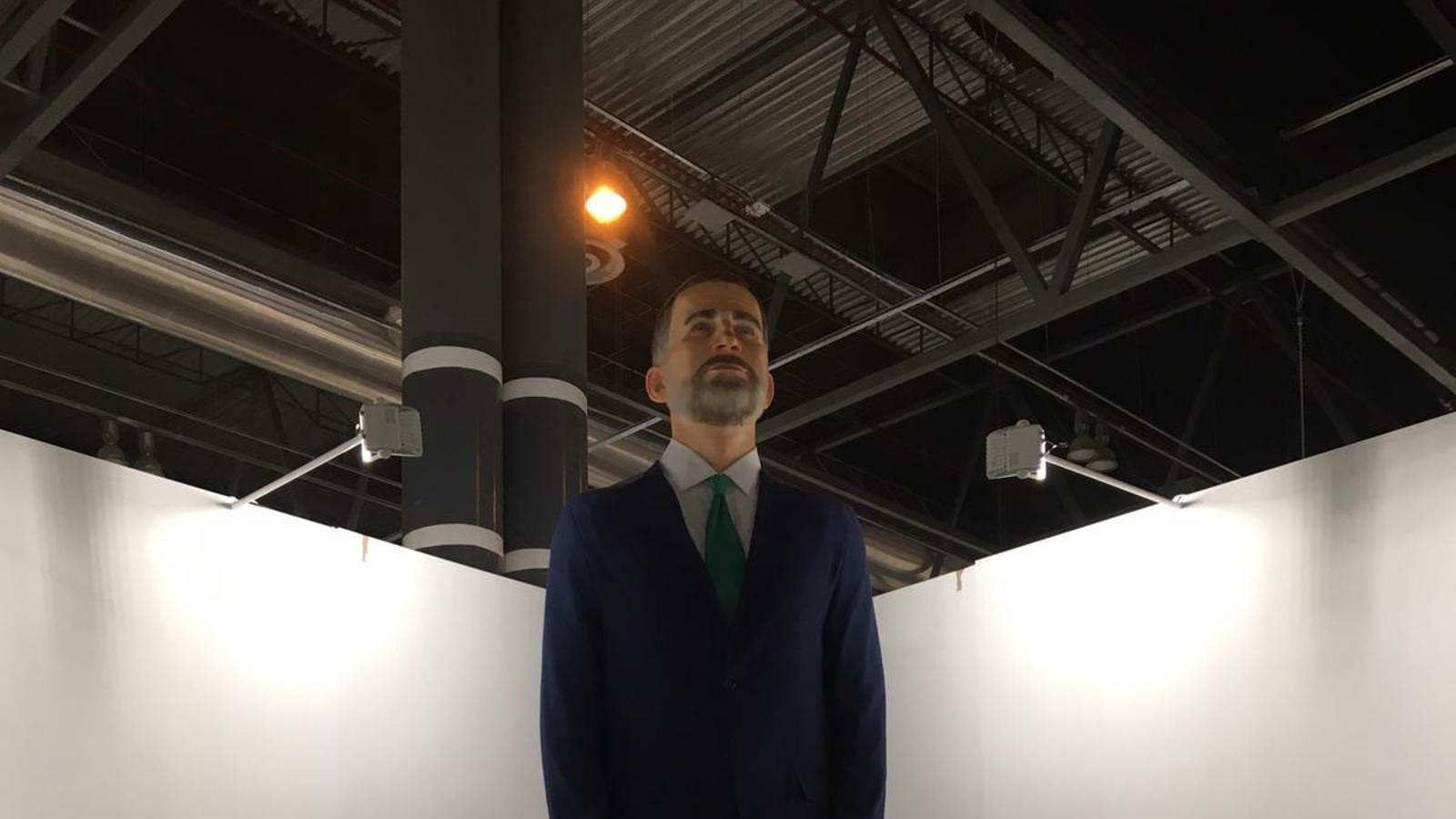 El rei Felip VI és un ninot gegant a punt per a la crema a Arco