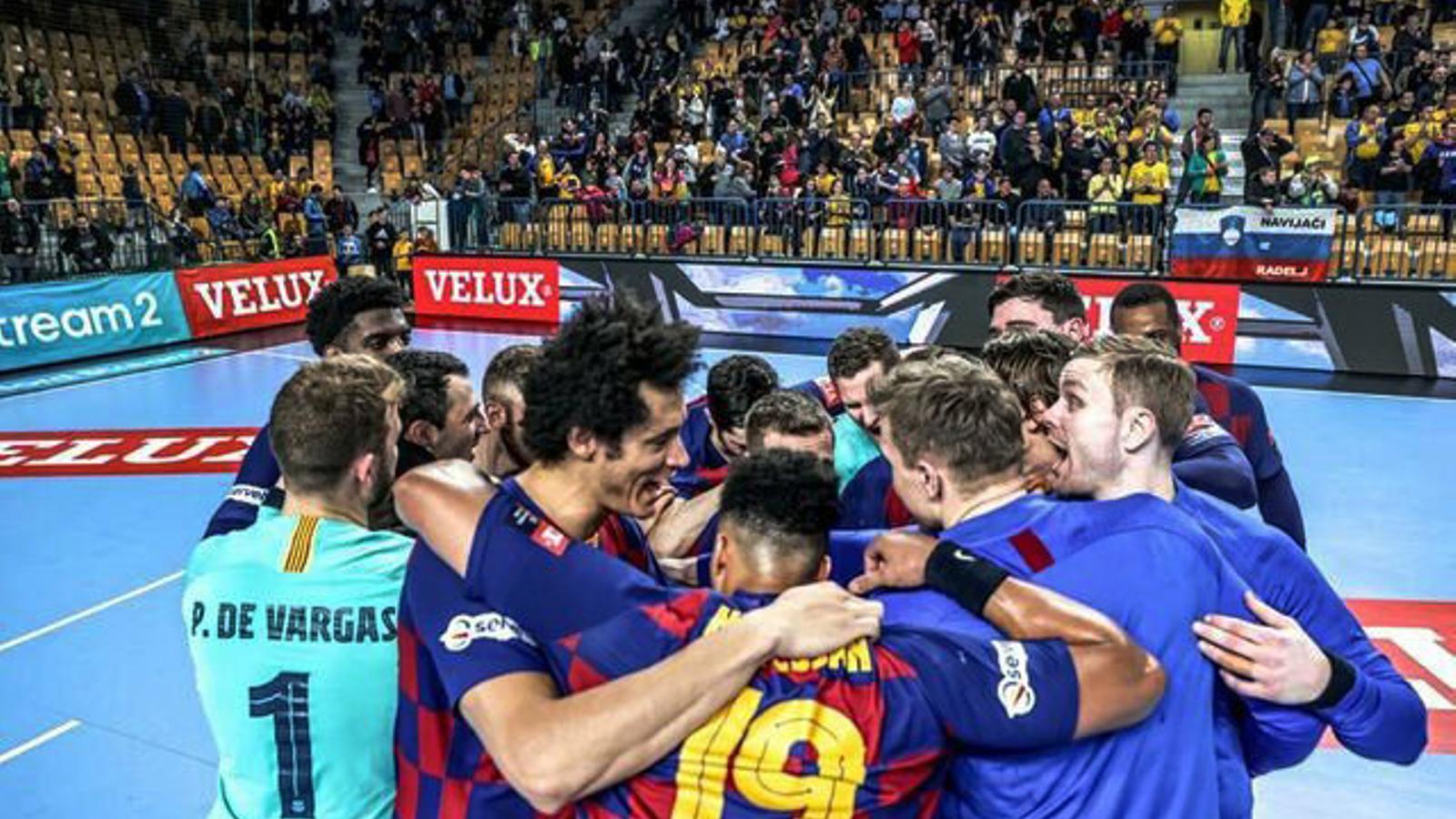 Els jugadors del Barça d'handbol celebrant el triomf.