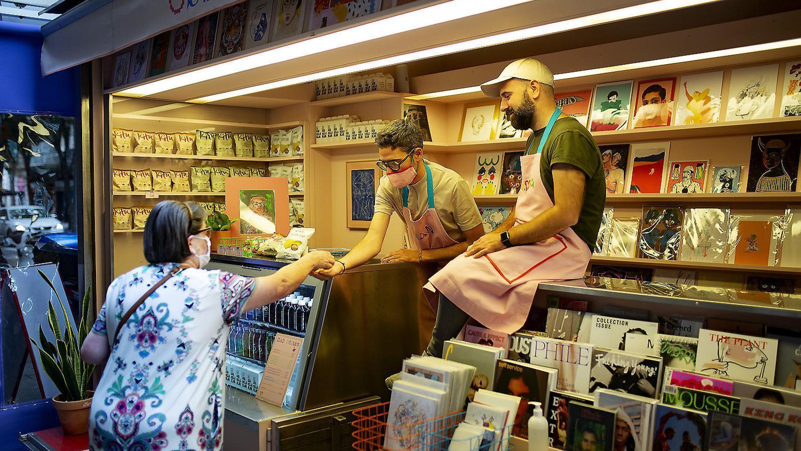 L'Odd Kiosk és al carrer València i està especialitzat  en publicacions de temàtica LGTBI