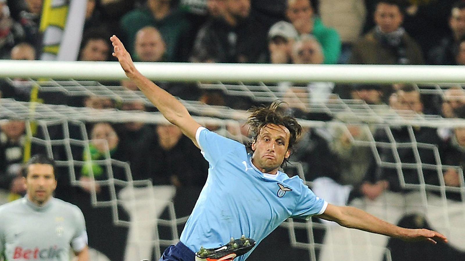 Stefano Mauri va ser sancionat, quan era jugador del Lazio per haver estat involucrat en un cas de frau en un partit de la lliga italiana la temporada 2010-2011.