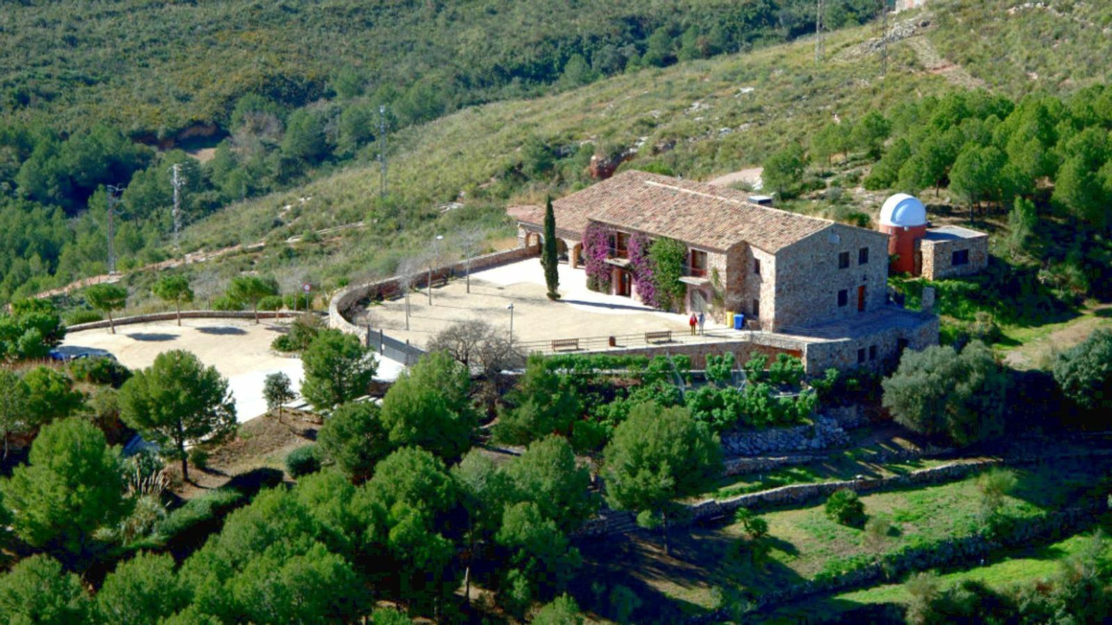 Imatge aèria d'arxiu de la casa Cal Ganxo, al terme municipal de Castelldefels, que la Generalitat havia habilitat per acollir 'menes'