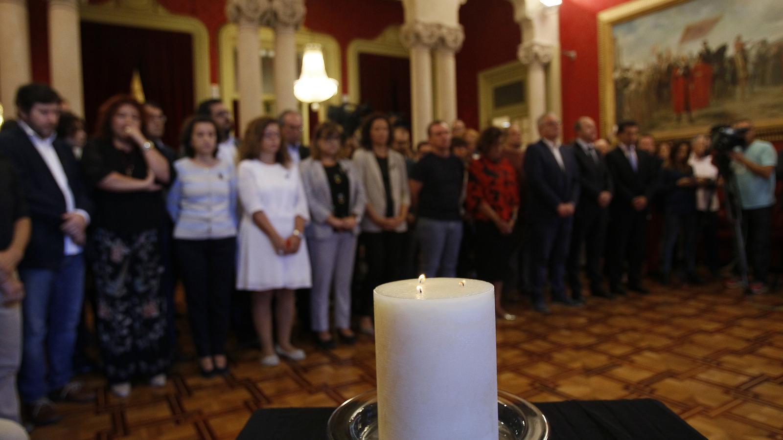 Els portaveus parlamentaris donen el condol a família d'Arthur