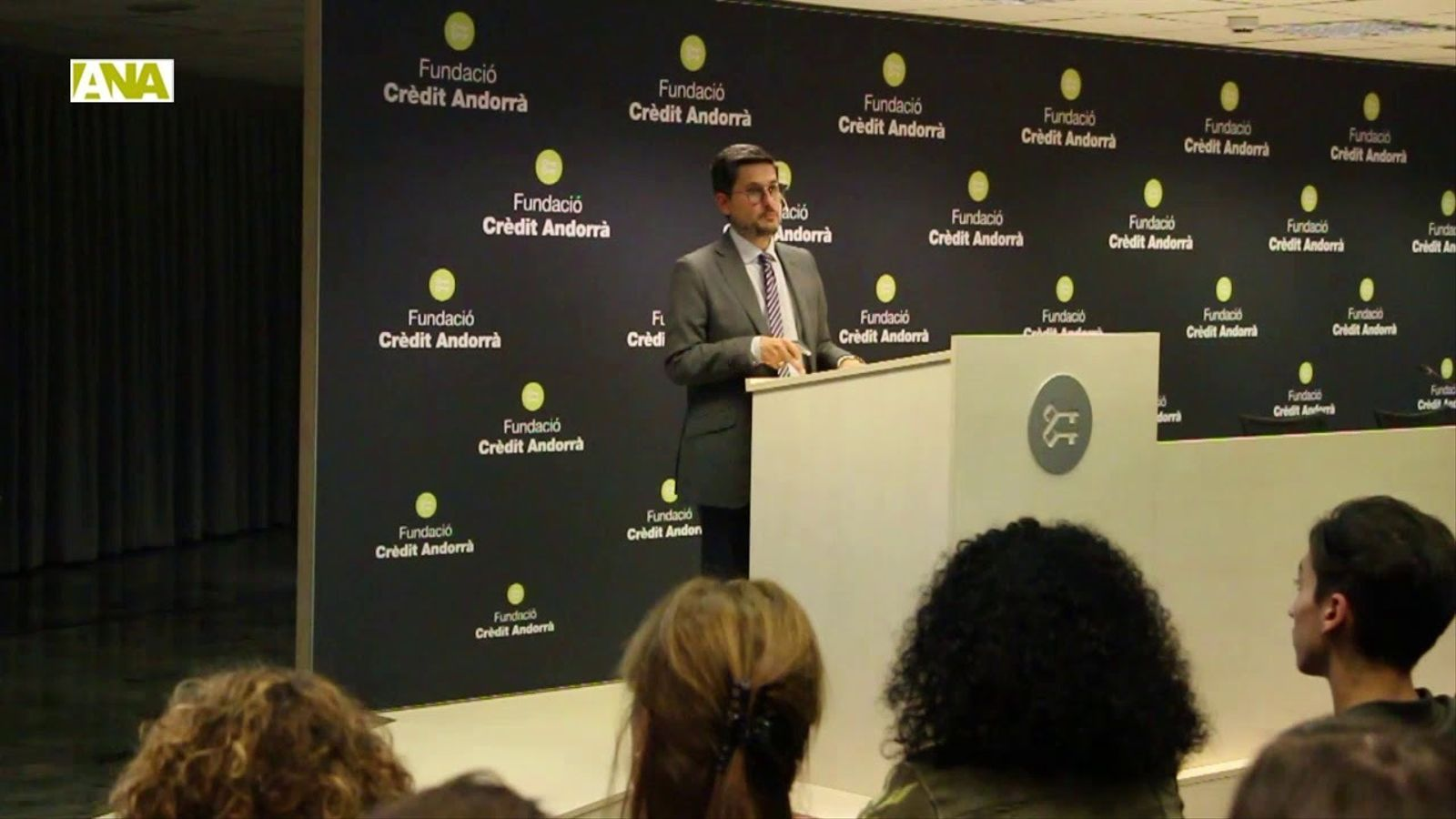 Imatges de la conferència del doctor Josep Antoni Ramos-Quiroga.