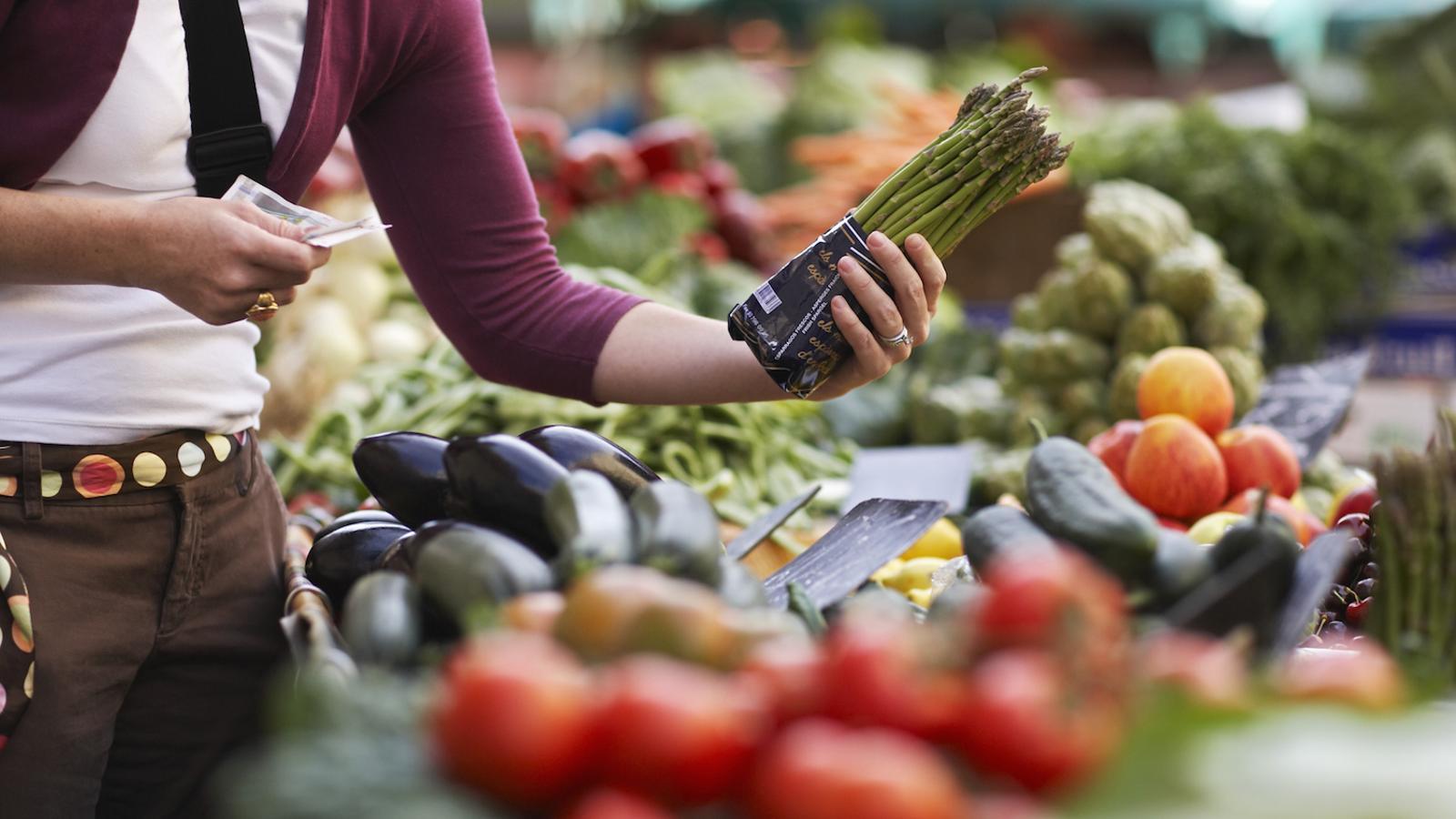 Producto de proximidad, comercio de barrio y despensa llena: así hemos cambiado los hábitos alimentarios con el covid-19