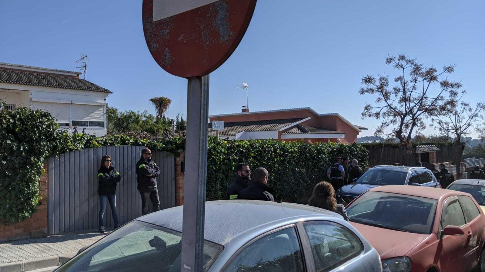 La comitiva judicial, el jurat i els acusats s'han traslladat a la casa de Peral, a Cubelles
