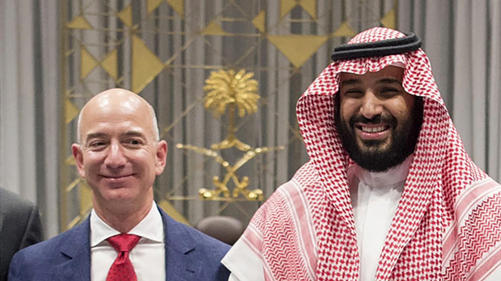 Jeff Bezos i el príncep Mohamed Bin Salman, en una imatge presa a Riad el novembre del 2016