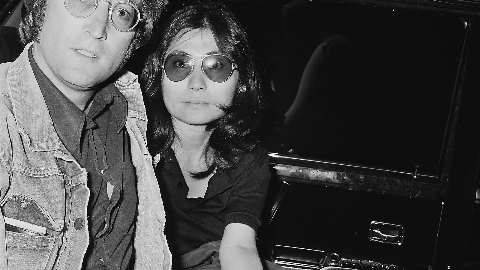 L'assassí de Lennon es disculpa amb Yoko Ono 40 anys després