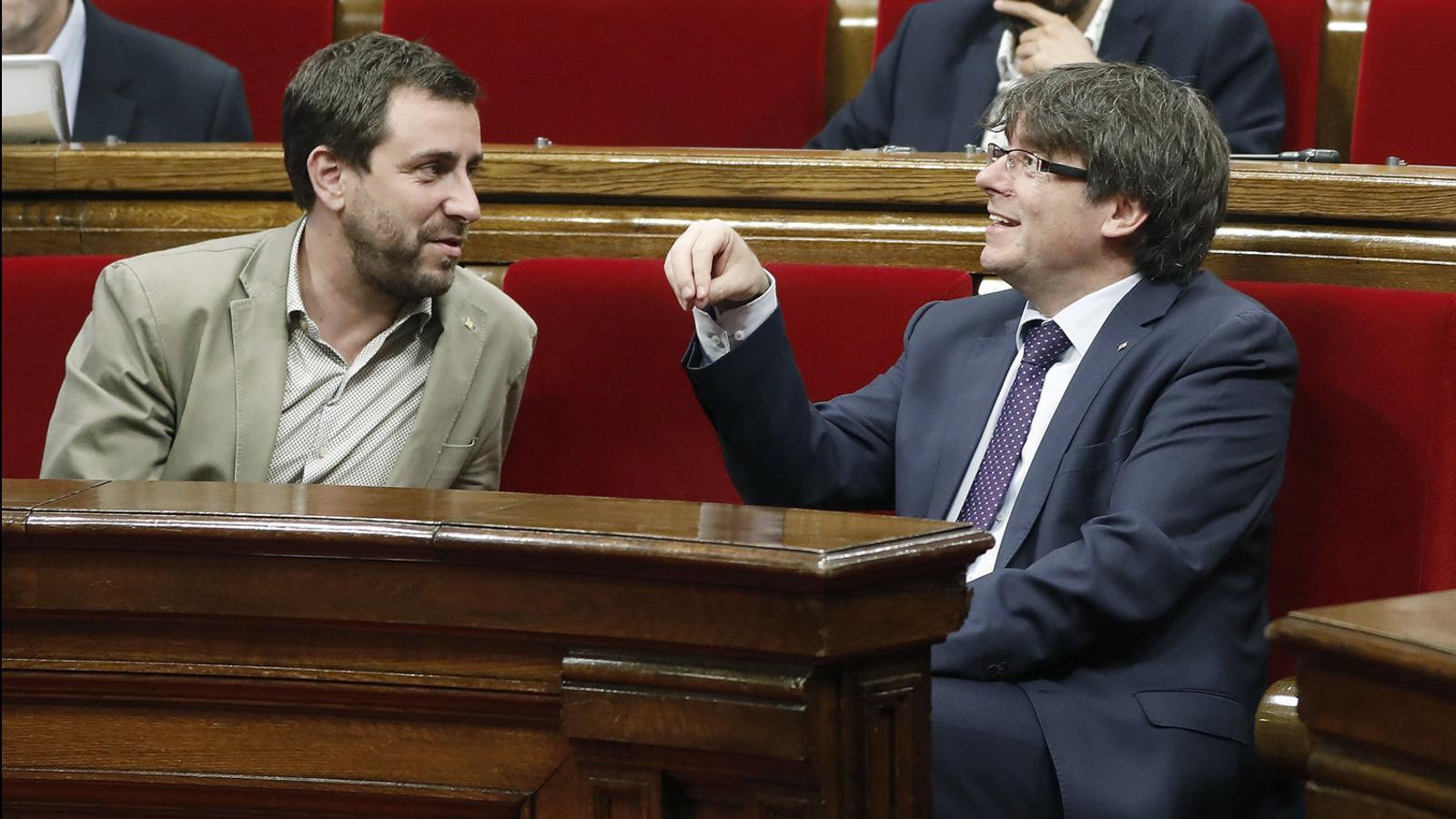 Antoni Comín i Carles Puigdemont en un ple del Parlament el juny passat.