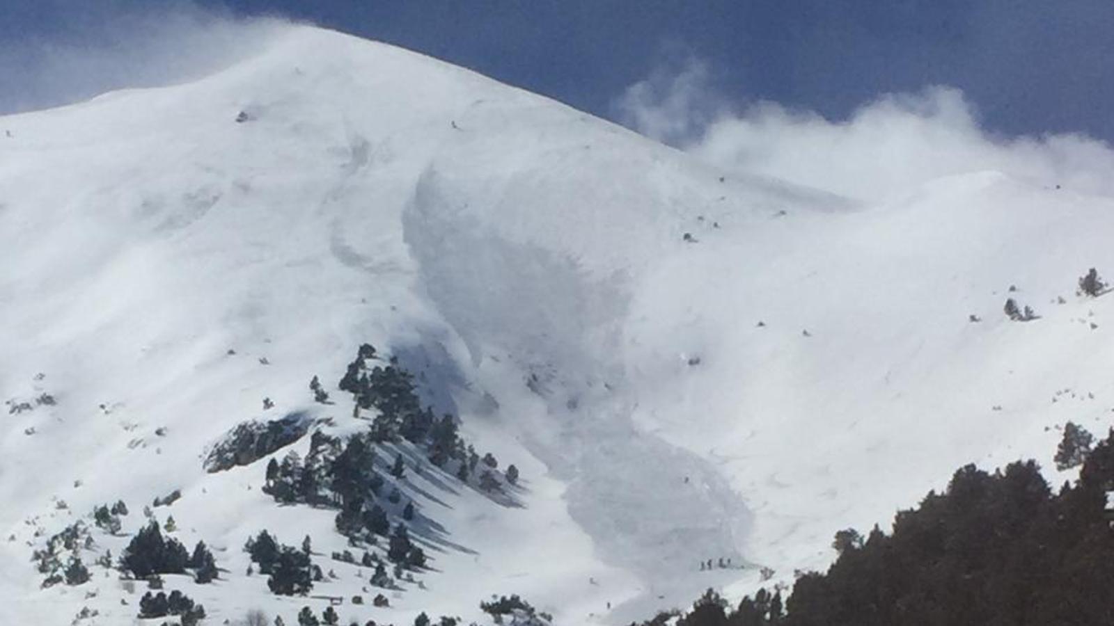 Fotografia de l'allau d'Arinsal d'aquest diumenge a la tarda. / Bombers d'Andorra (ANA)