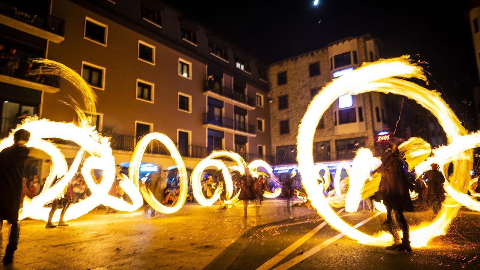 Les falles a la plaça Guillemó d'Andorra la Vella. / COMÚ ANDORRA LA VELLA