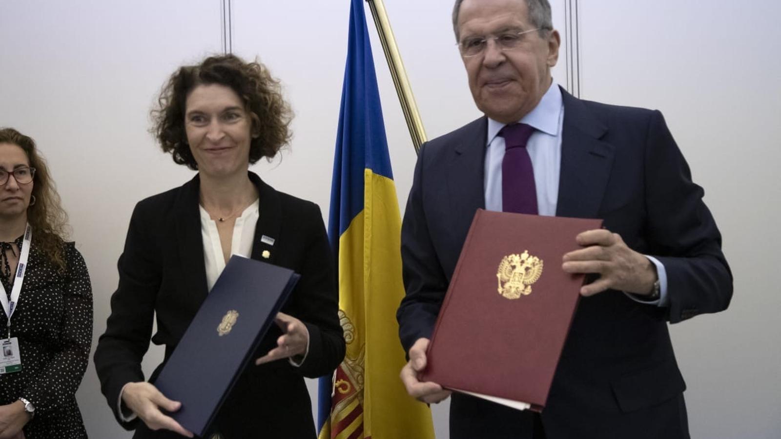 aria Ubach amb Sergei Lavrov, amb qui ha signat el conveni amb Rússia. / SFG