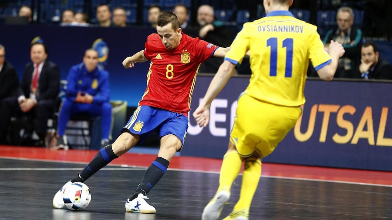 Lin, en una jugada de l'últim partit contra Ucraïna / CARMELO RUBIO / EFE