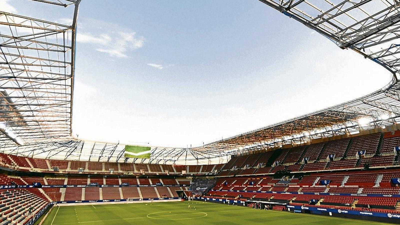 Vista general de l'interior de l'estadi El Sadar, a Pamplona, ahir abans del partit entre l'Osasuna i l'Atlètic de Madrid.