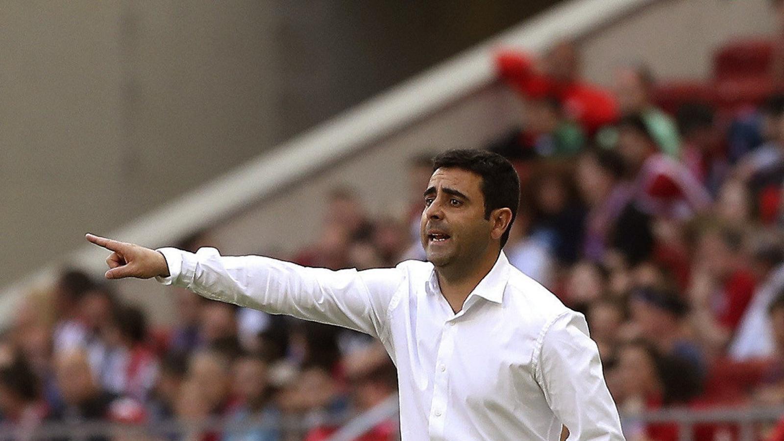 David Gallego, entrenador de l'Espanyol, durant el partit contra l'Atlètic de Madrid al Wanda Metropolitano.