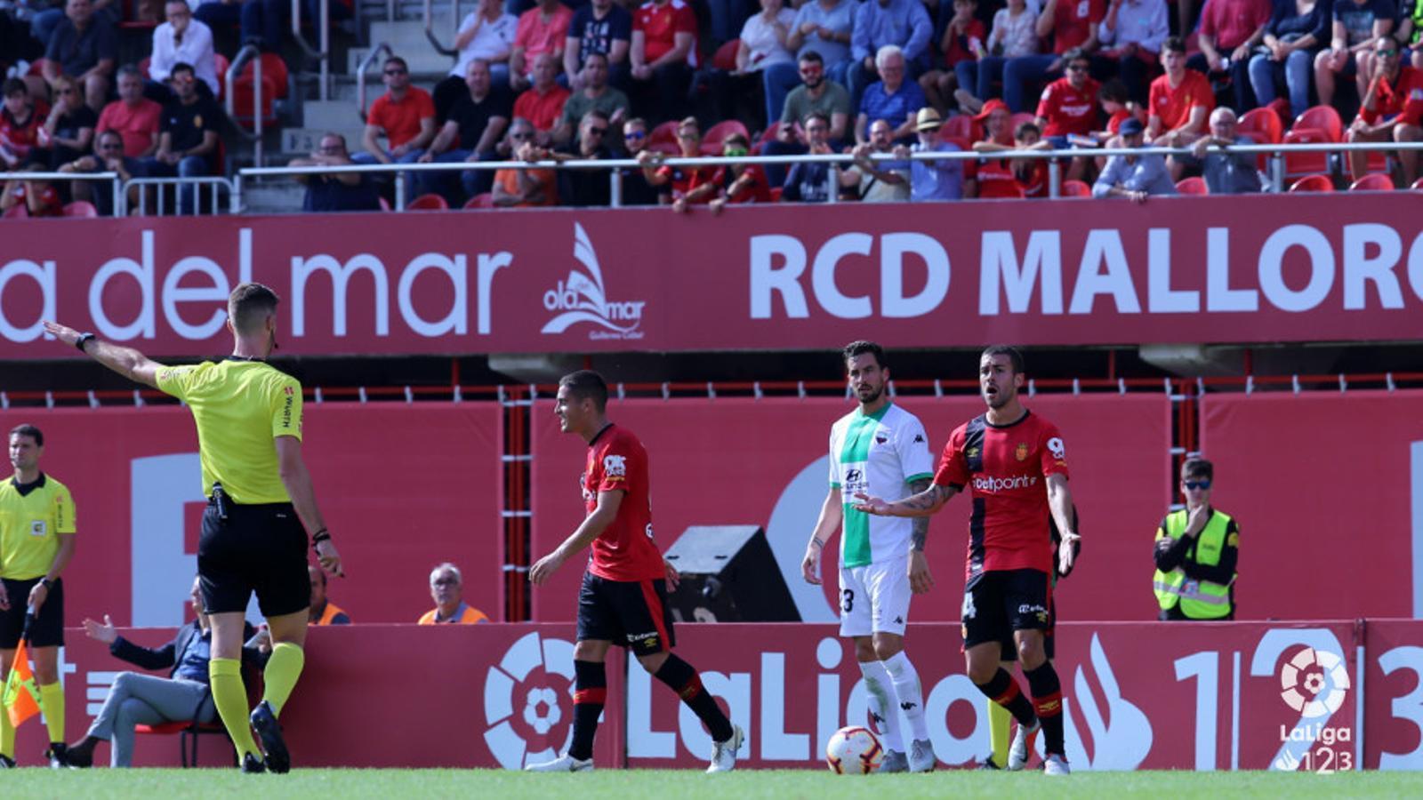 """El Mallorca aconsegueix un empat (1-1) """"que cou """""""
