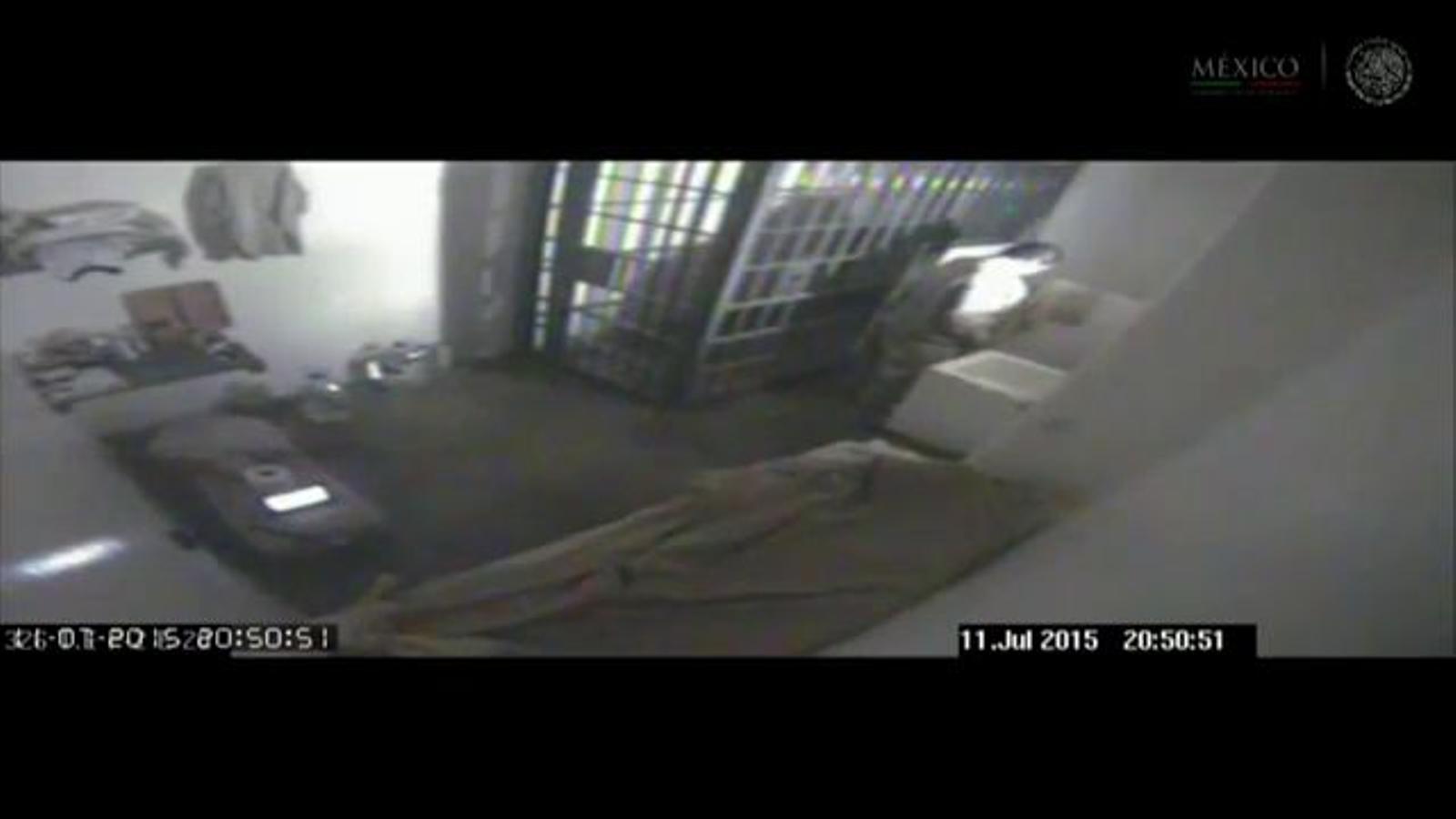 Un vídeo mostra els minuts previs a la fuga d'El Chapo i el túnel per on es va escapar de la presó