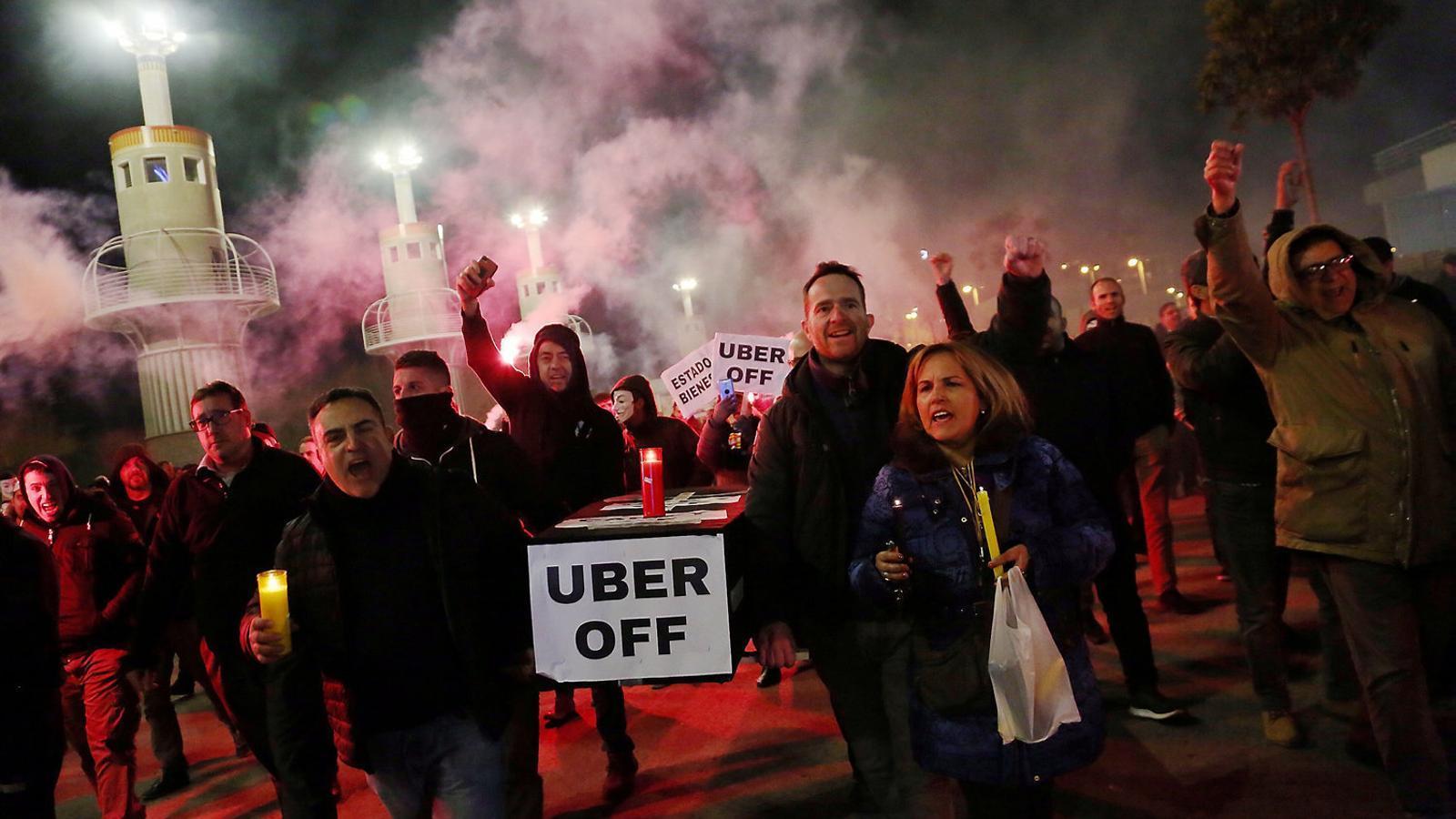 Primera protesta dels taxistes des del retorn d'Uber