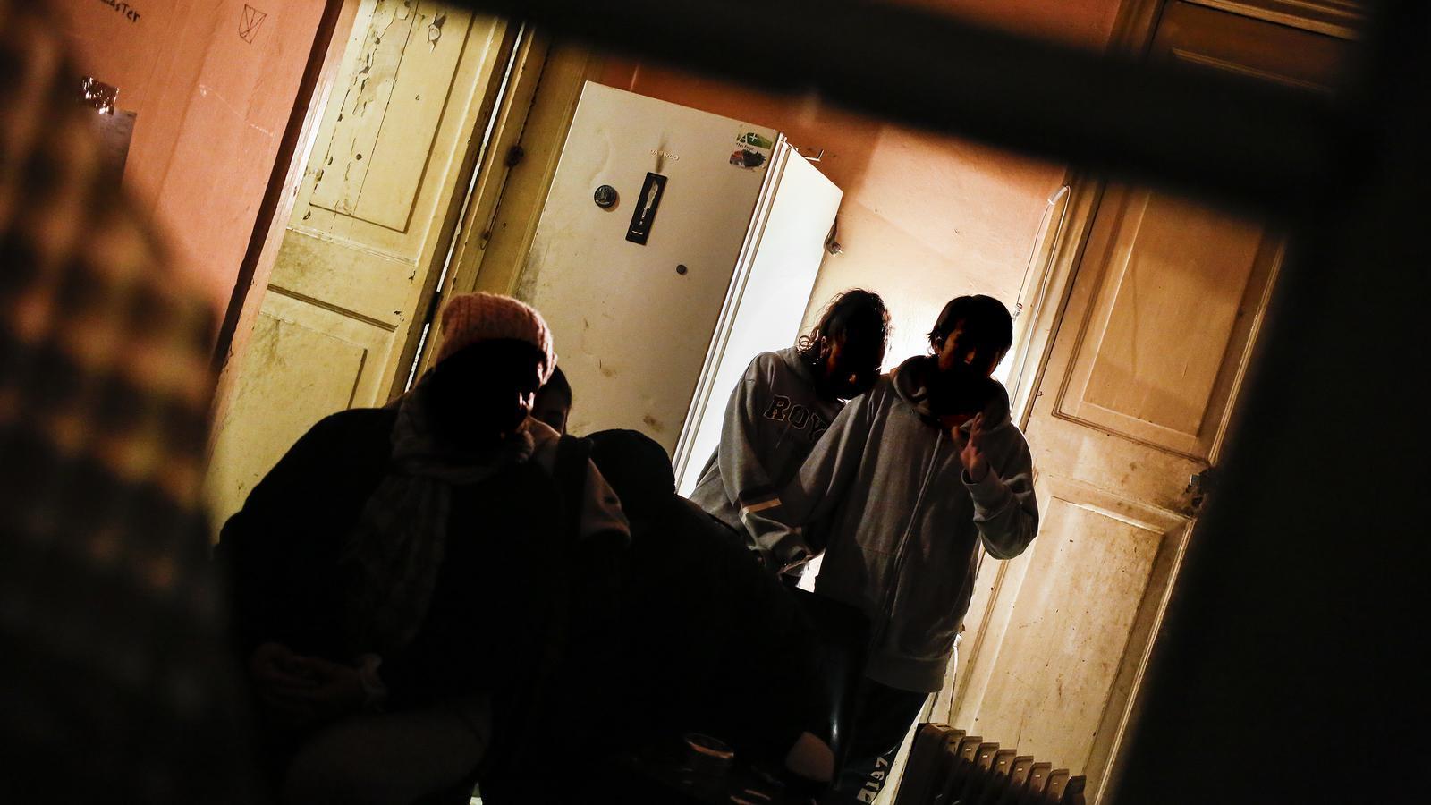 La família Ramírez ha ocupat un pis que abans era narcopís al barri gòtic