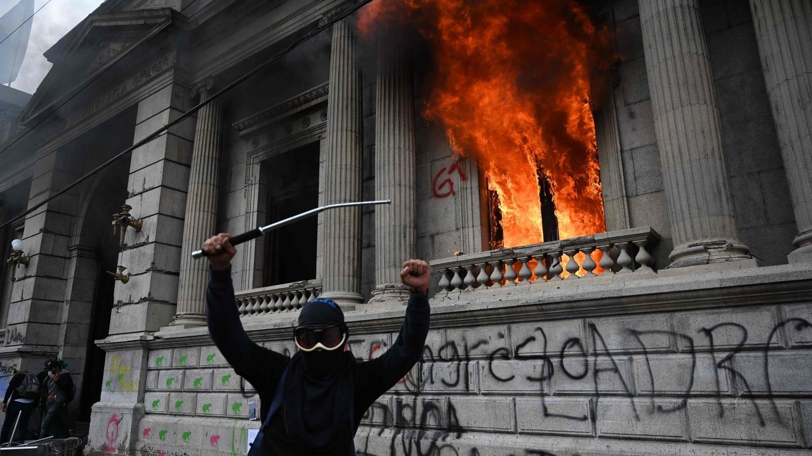Assalten el Congrés de Guatemala i hi calen foc