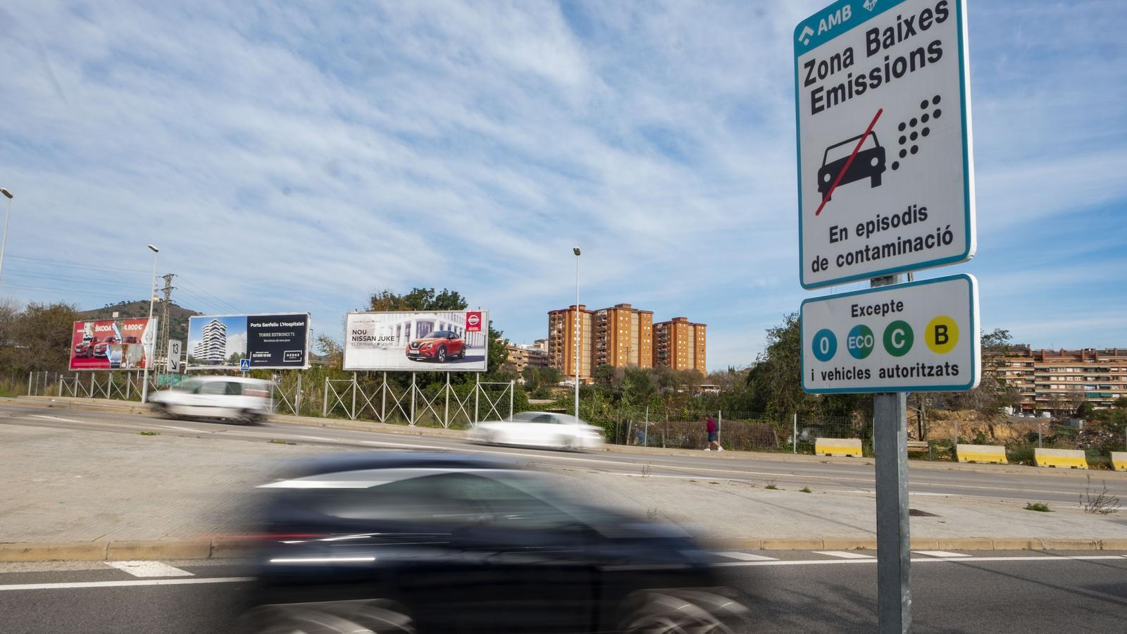 La zona de baixes emissions neix sense reforç addicional al transport públic
