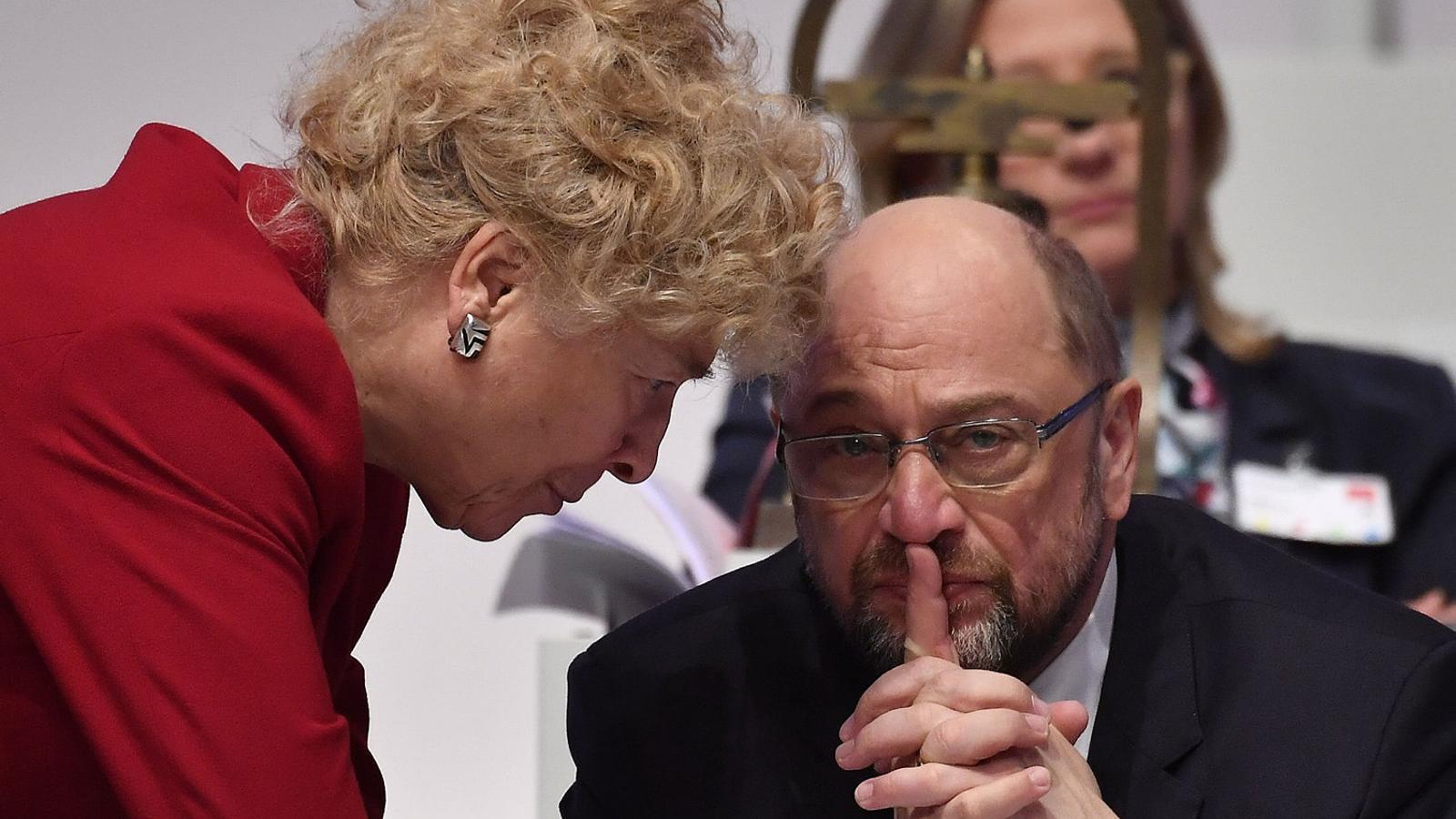 Schulz obté permís del seu partit per governar de nou amb Merkel