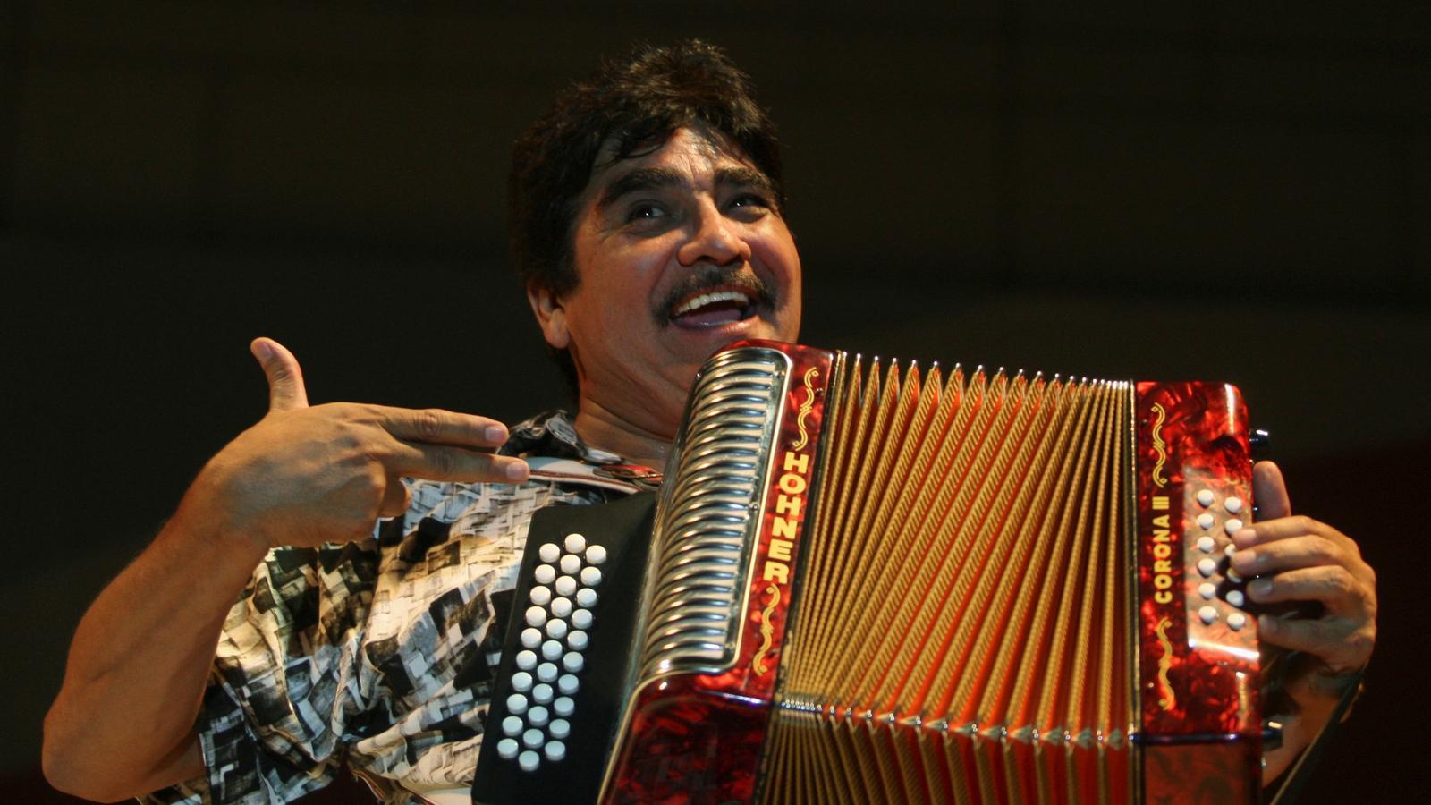 Celso Piña durant un concert a Monterrey (Mèxic)