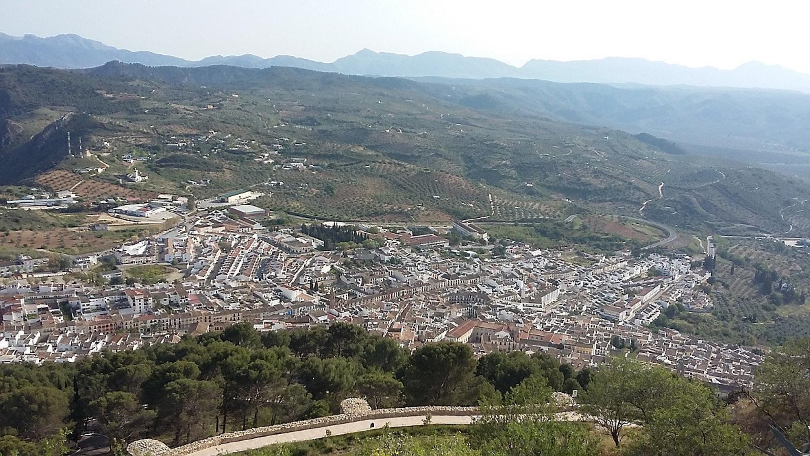 Archidona és una gran taca blanca vist des del turonet on hi ha la capella de la Mare de Déu de Gràcia, patrona del poble / QUIM ARANDA
