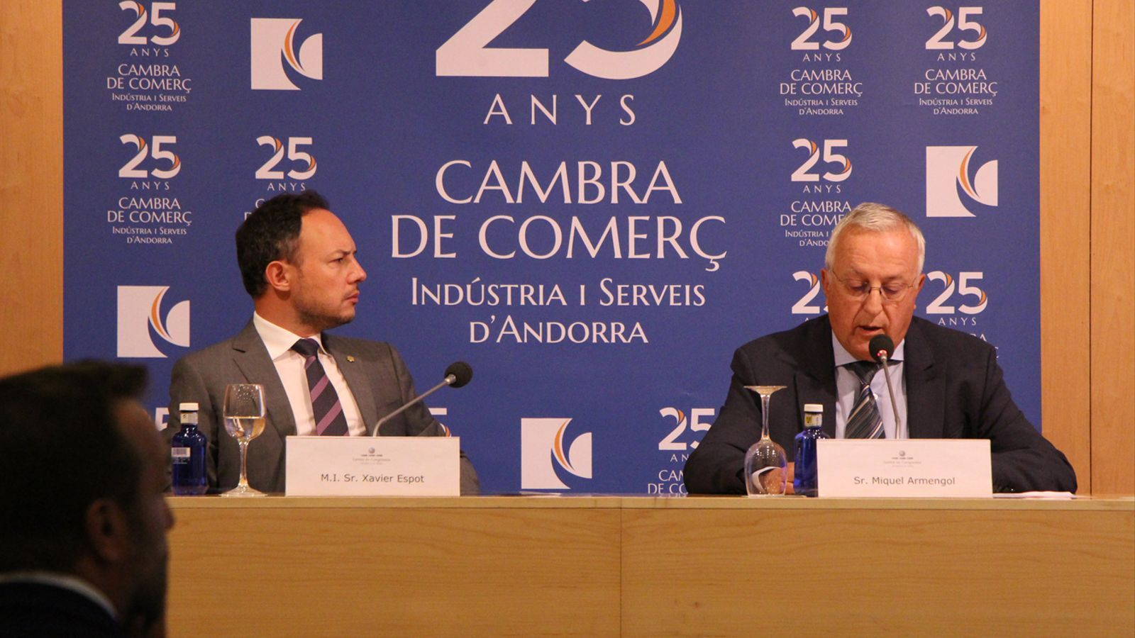El cap de Govern, Xavier Espot, i el president de la Cambra de Comerç, Miquel Armengol, durant la presentació de l'informe econòmic 2018. / M. P.