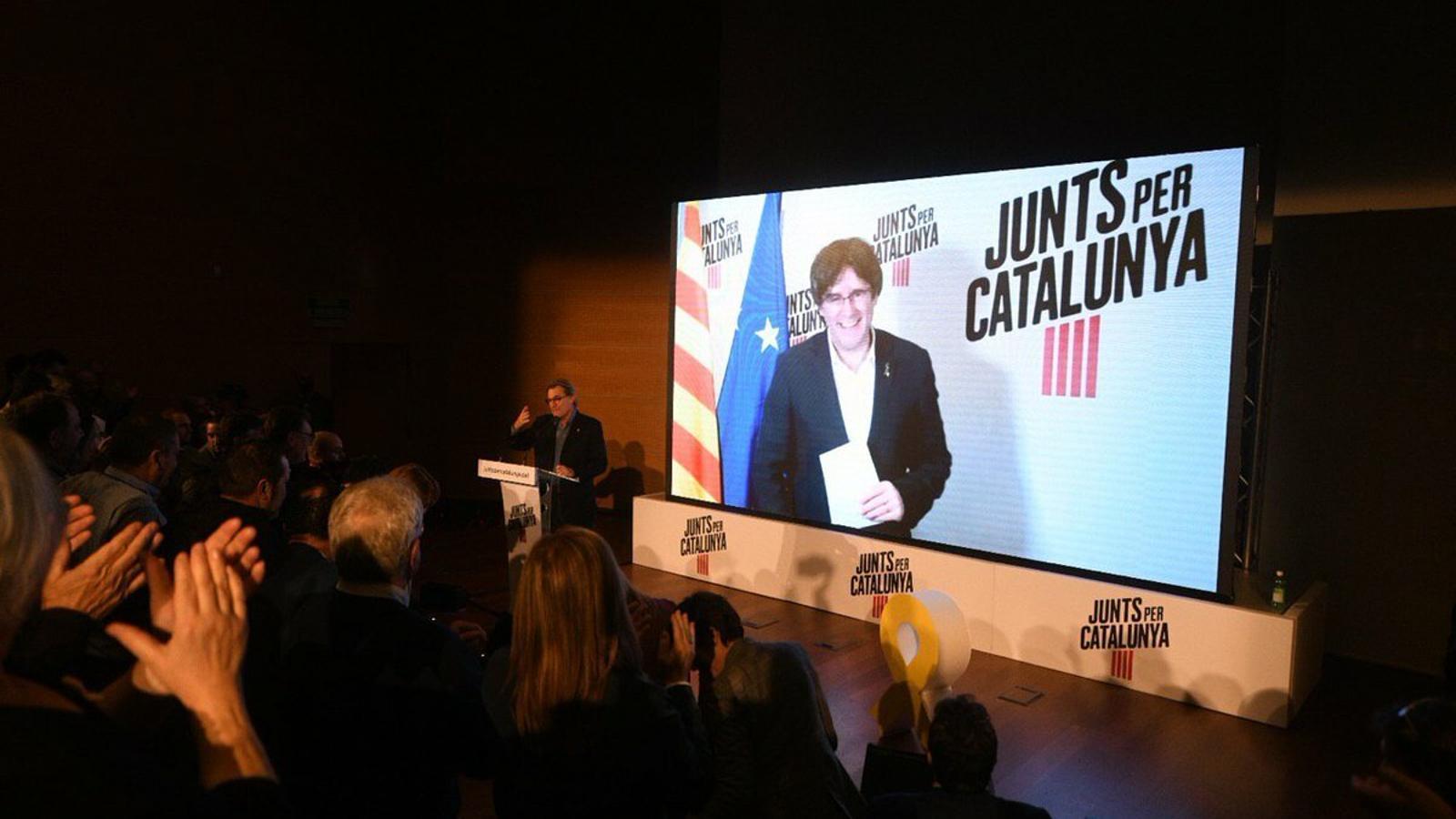 """JxCat reclama a ERC que es comprometi a no pactar amb el PSOE """"a canvi de res"""""""