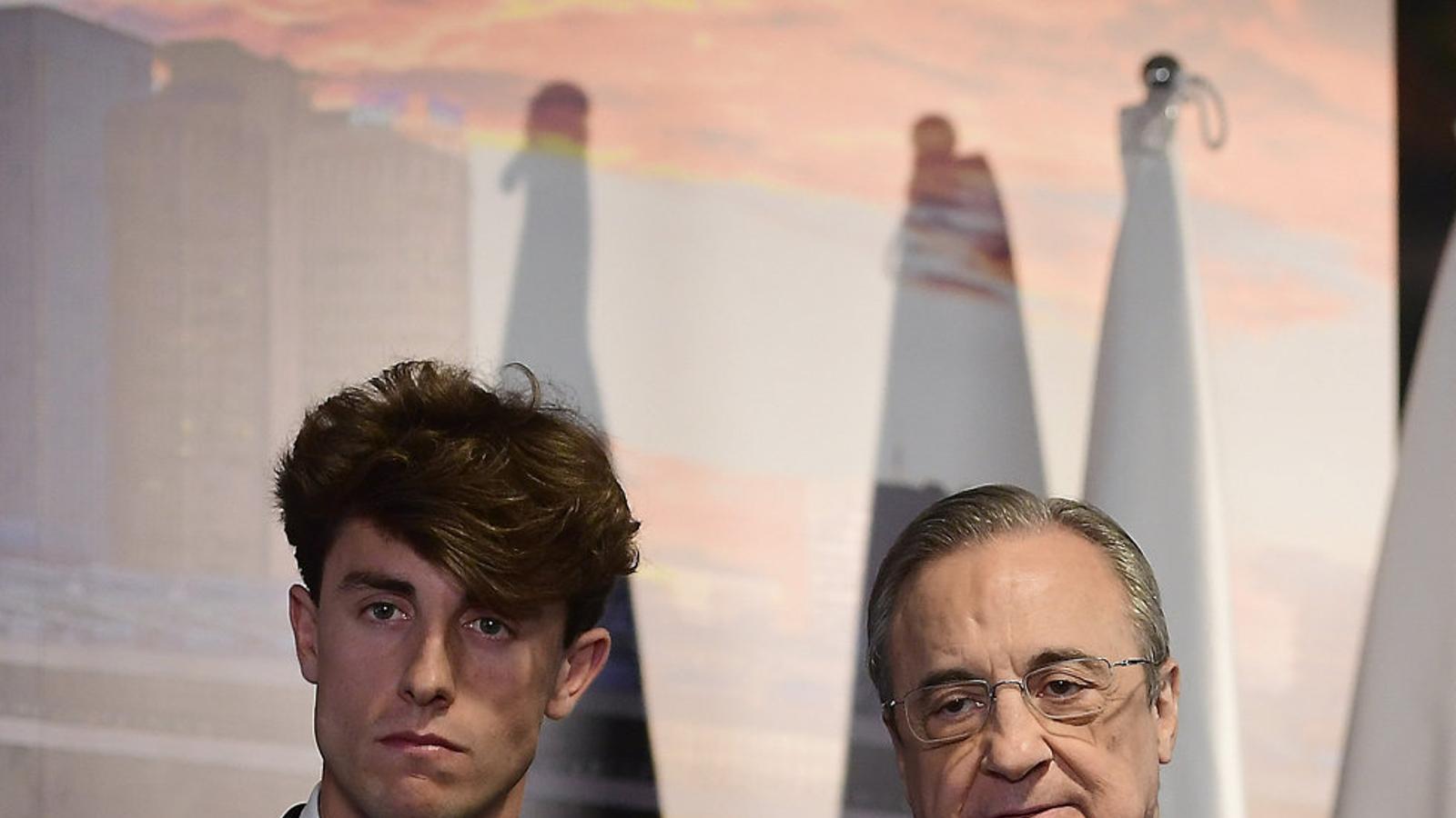 Odriozola i Florentino Pérez durant la presentació del nou jugador del Madrid.