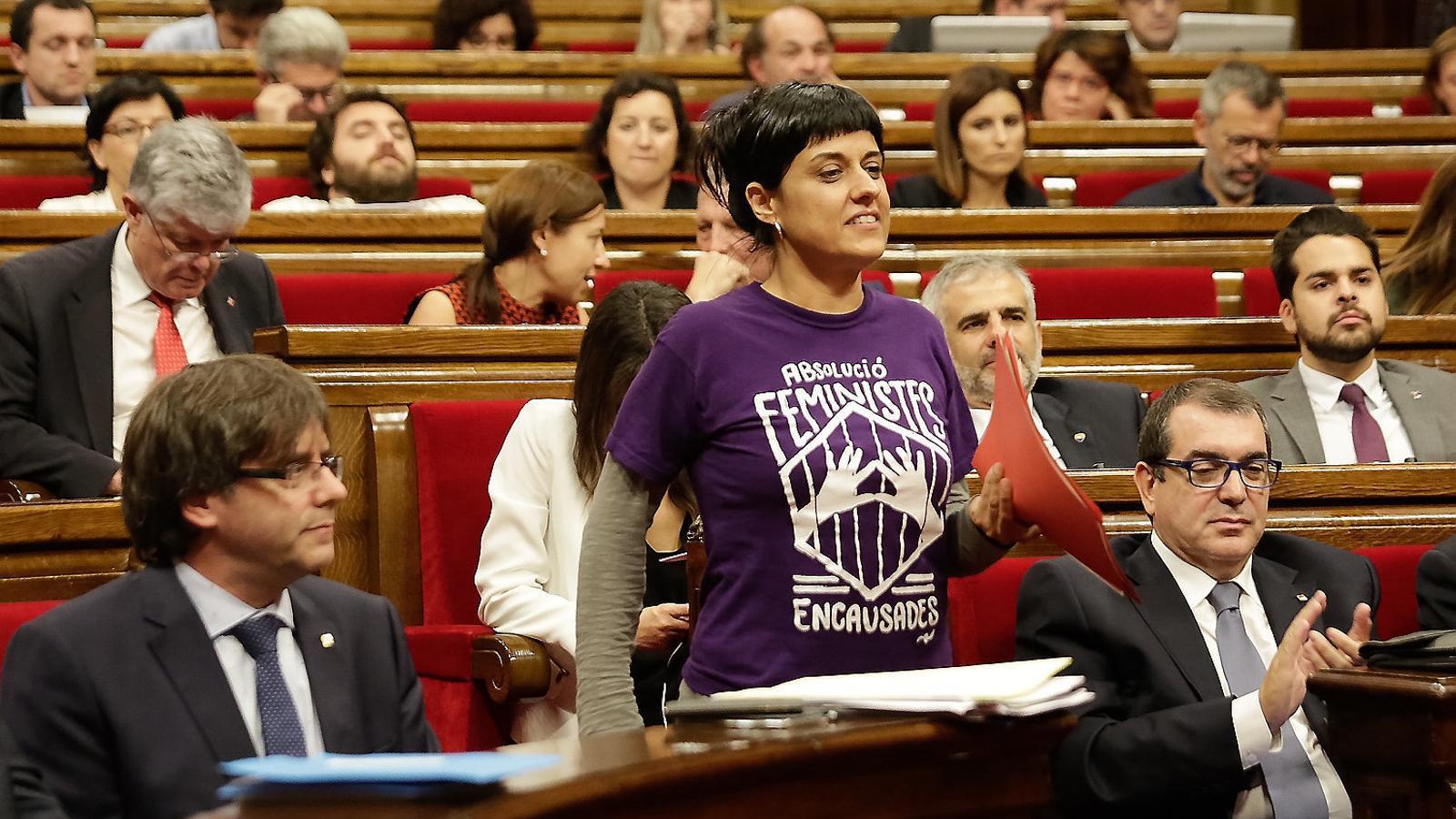 La portaveu de la CUP al Parlament, Anna Gabriel, és un dels diputats que abandonen la cambra catalana.